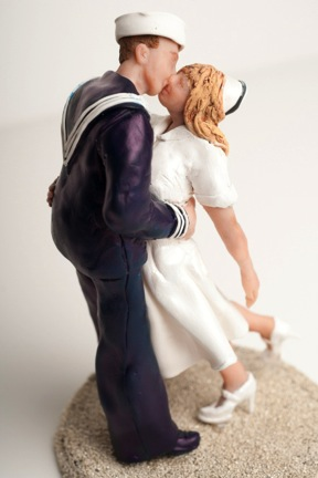 Cake topper by weddingsculptures.com.