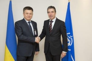 Ukrainian Defense Minister Pavlo Lebedev and NATO Secretary General Anders Fogh Rasmussen, February 22, 2013. Atlantic Council Photo
