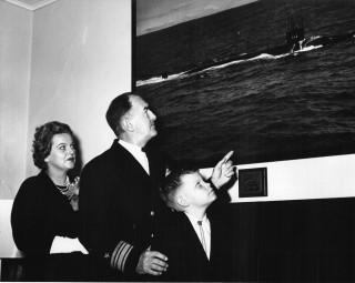 Mrs John W. Harris, widow of Lt. Cmdr. John W. Harvey, skipper USS Thresher, Rear Adm. Robert W. Cavenagh, Commandant 4th Naval Dist., Son, Bruce Harvey, 9 yrs. Naval Institute Archives