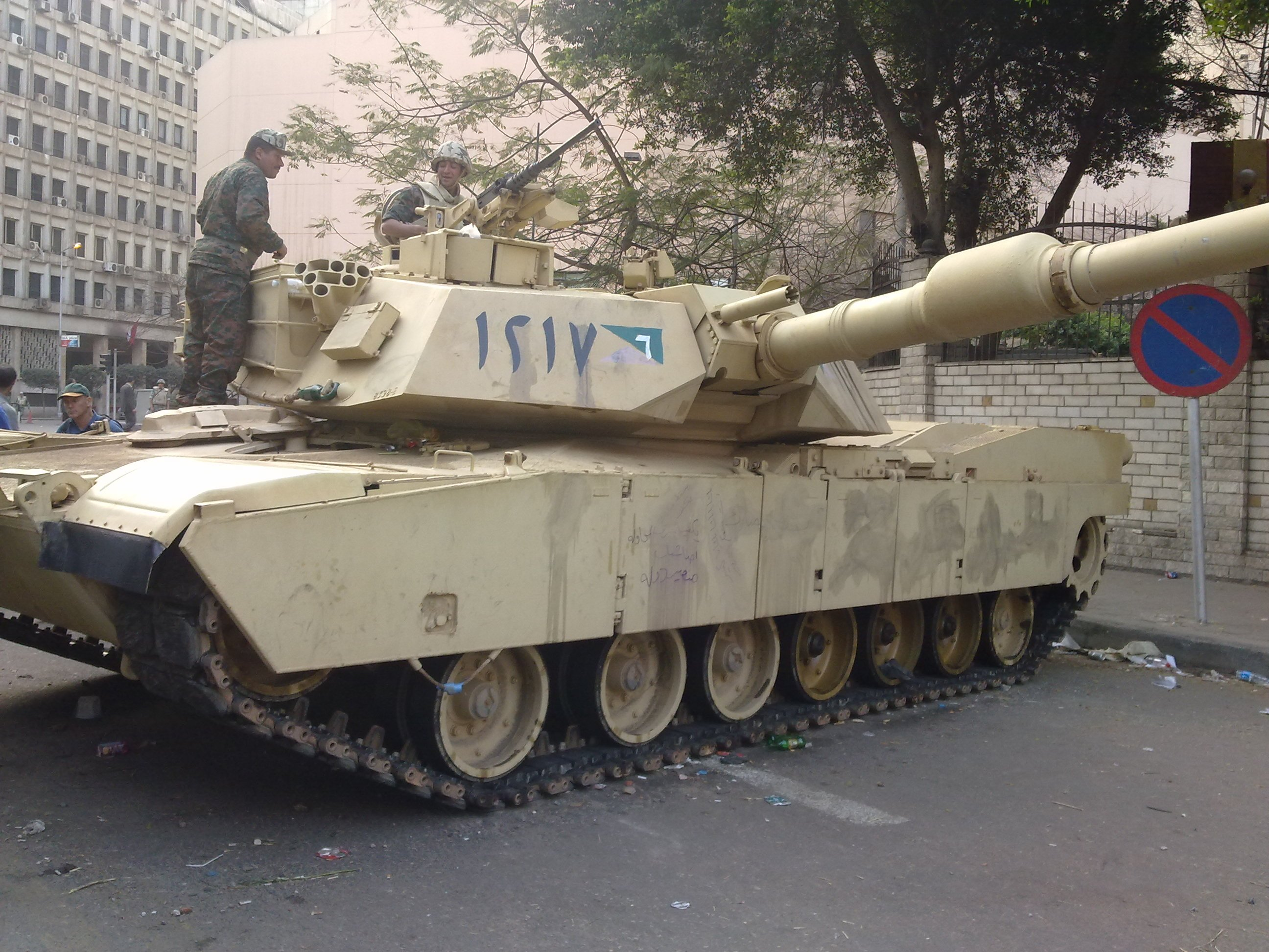 Egyptian_Tank_in_the_streets_of_Cairo_Fe