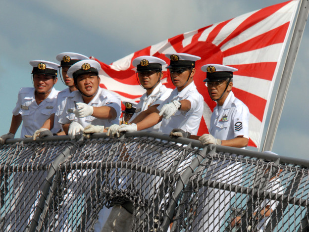 Sailors aboard Japanese destroyer JS KONGO (DDG-173) watch pierside line handlers as the ship moors pierside Naval Station Pearl Harbor on Oct. 15, 2007. US Navy Photo