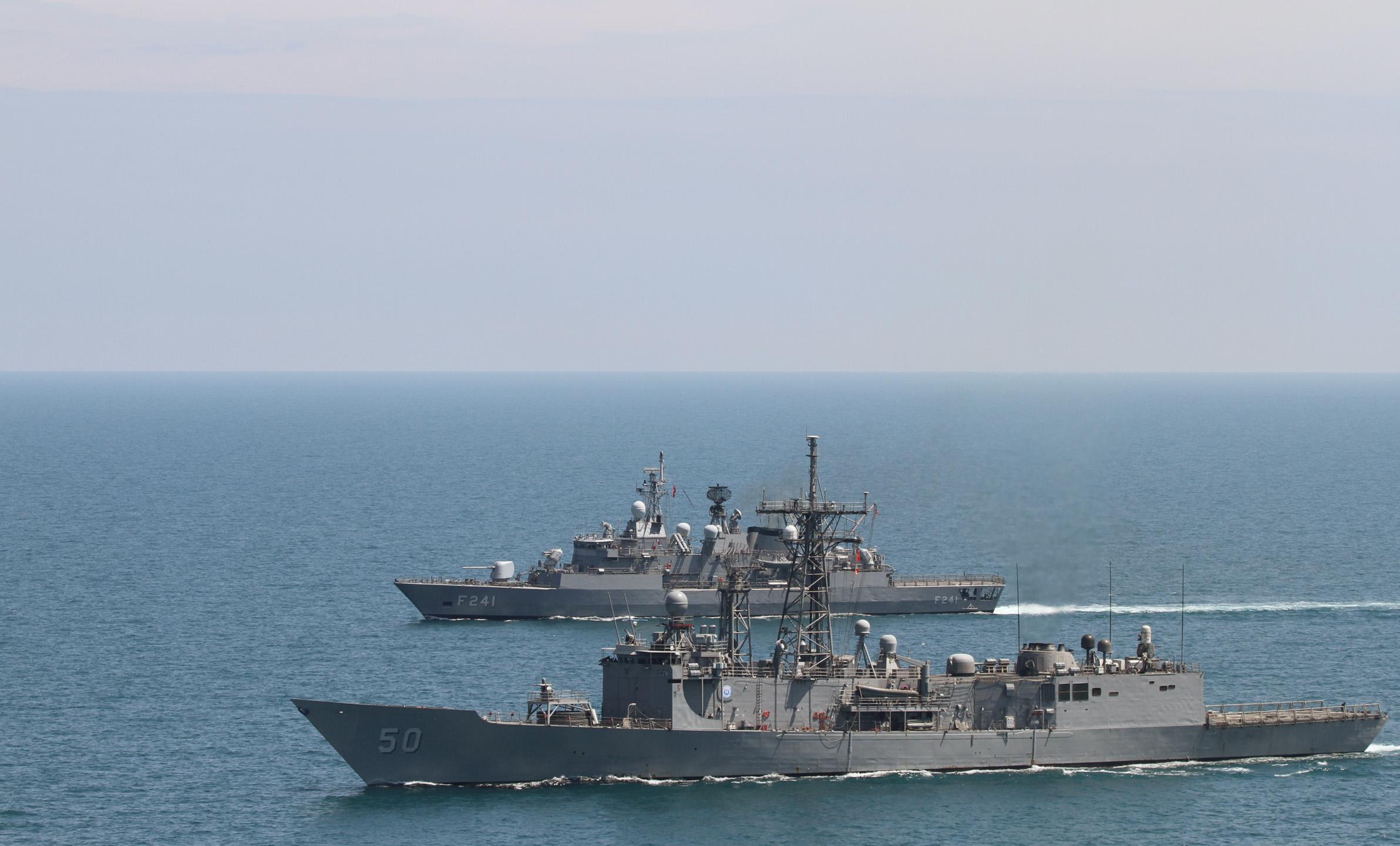 USS Taylor (FFG-50) and the Turkish frigate TCG Turgutries (F-241) on May 11, 2014. US Navy Photo