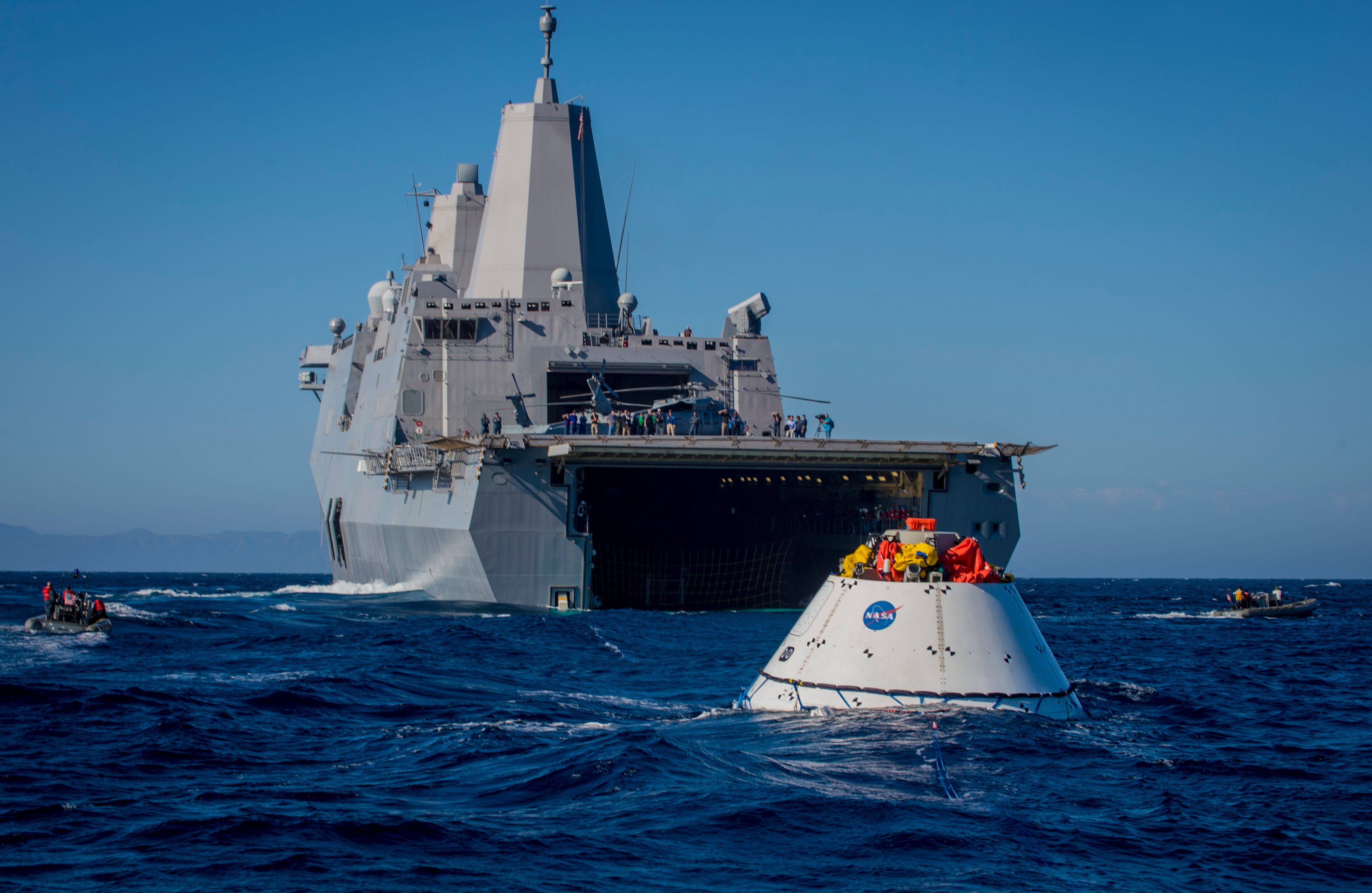 USS Anchorage (LPD-23) recovers an Orion capsule on Sept. 15, 2014. US Navy Photo