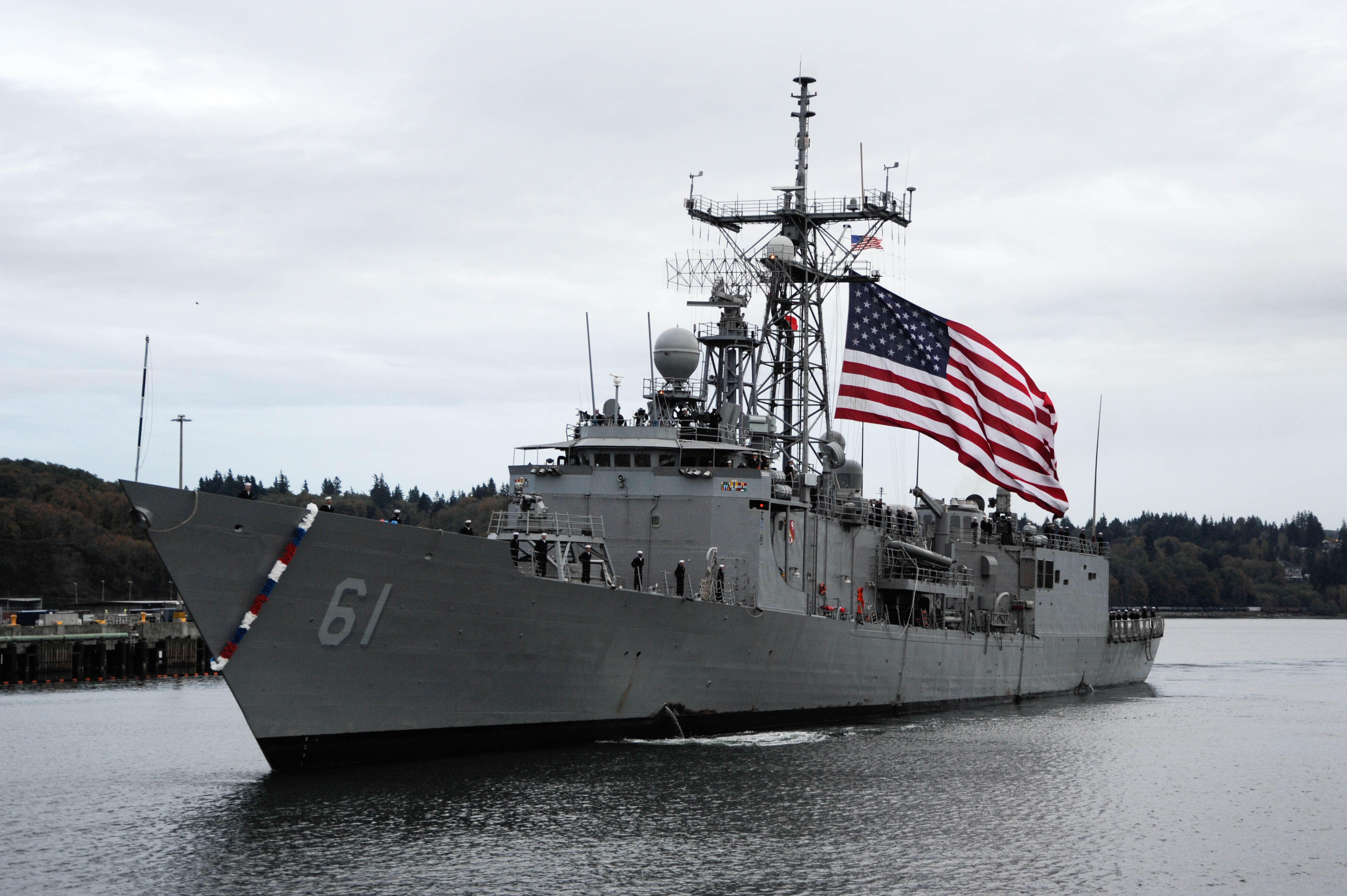 USS Ingraham (FFG 61) prepares to moor at Naval Station Everett following a deployment to the U.S. 4th Fleet. US Navy Photo