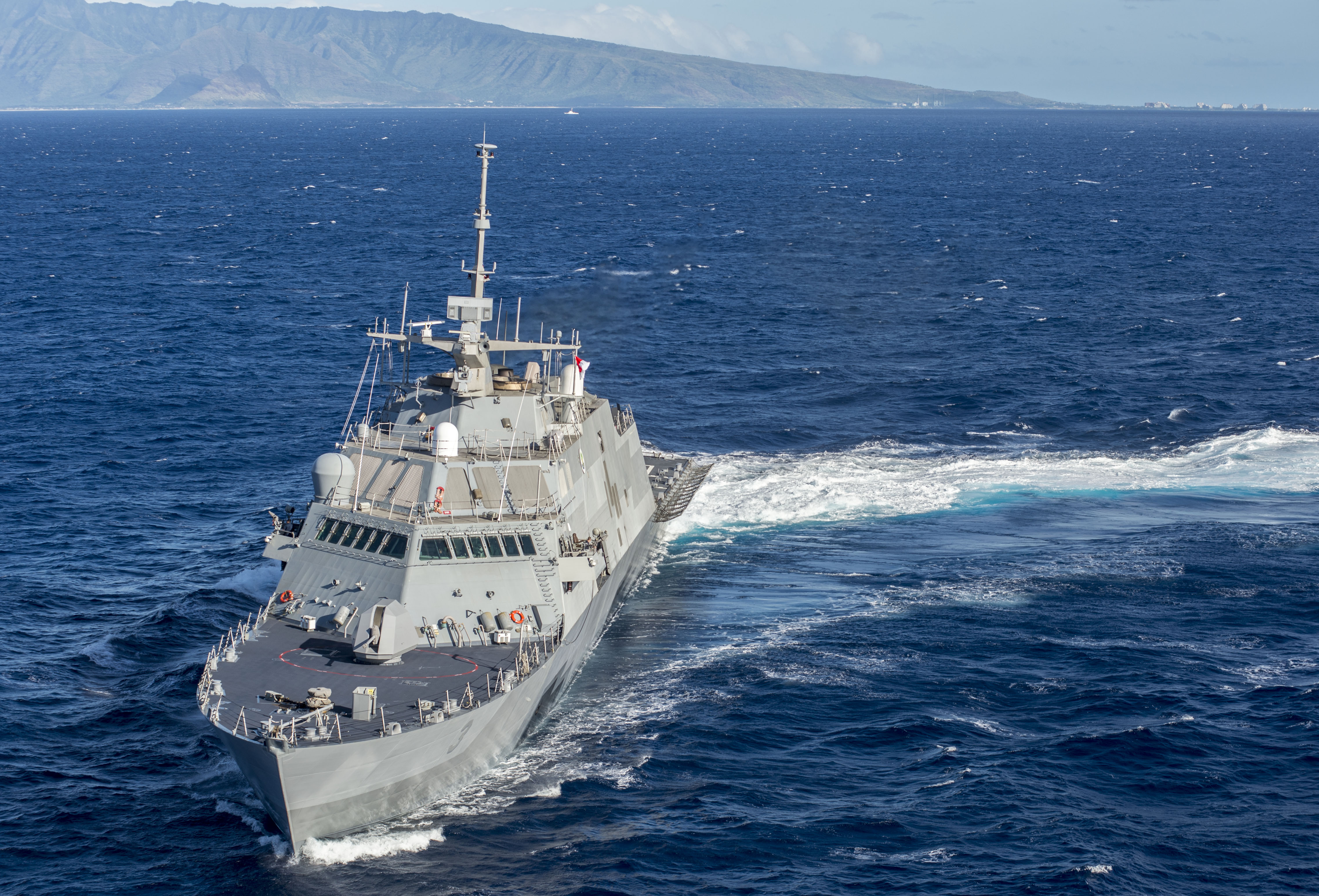 Army 25th Combat Aviation Brigade earns deck landing qualifications abaord Littoral Combat Ship USS Fort Worth (LCS-3)