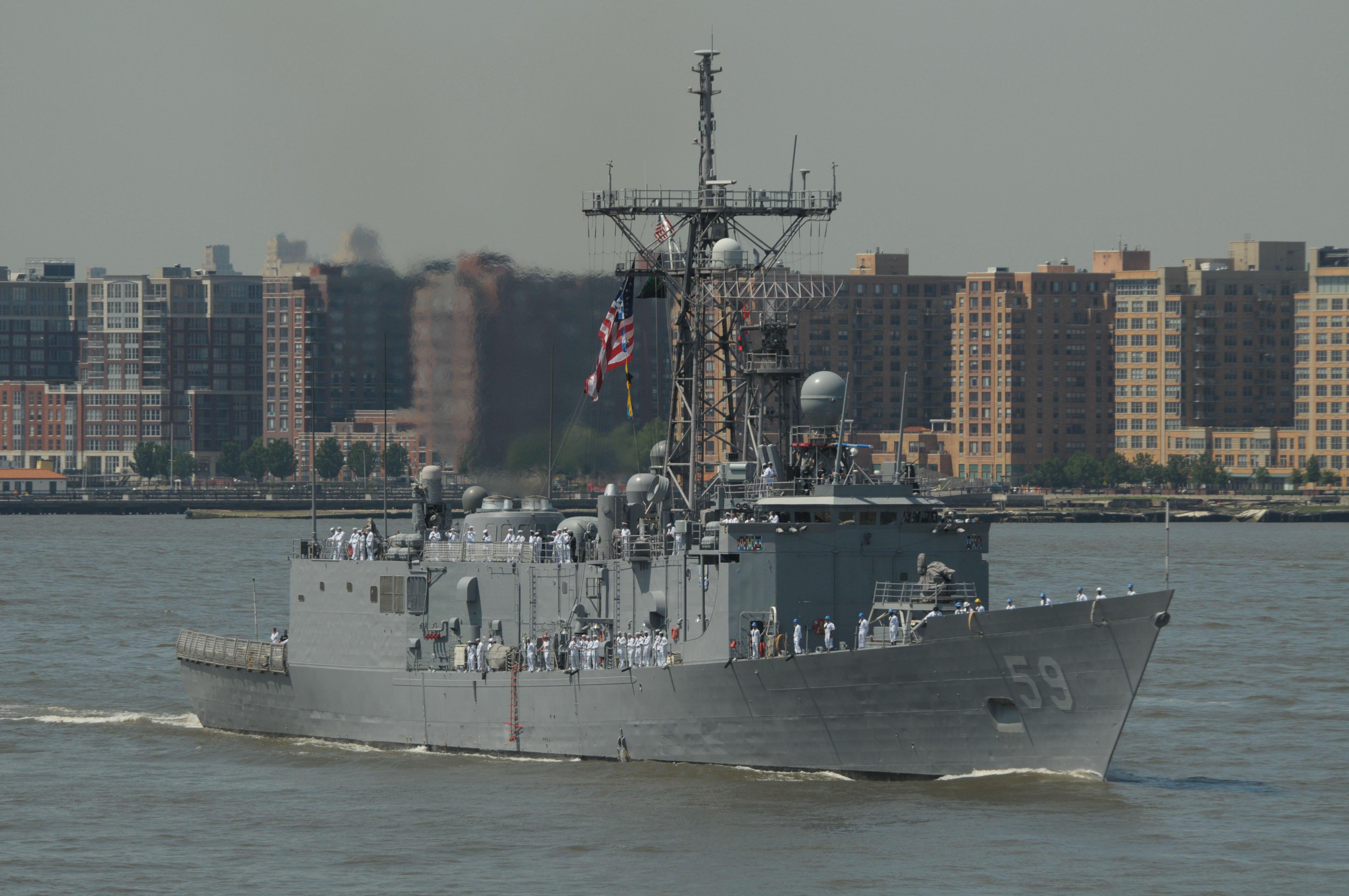 USS Kauffman (FFG-59) transits the Hudson River during Fleet Week 2011. US Navy Photo