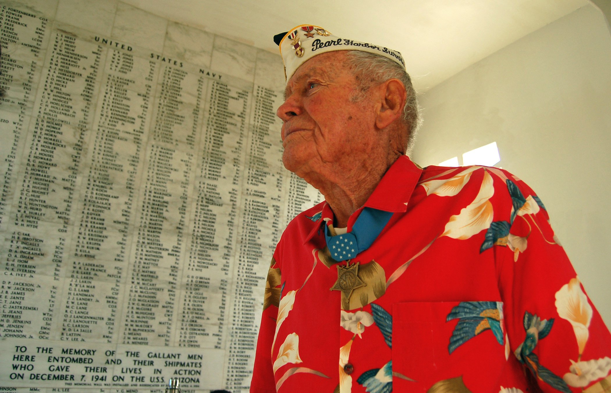 Lt. John Finn (Ret.) pays his respects to the Sailors and Marines killed aboard USS Arizona during the Dec. 7, 1941 attack on Pearl Harbor in 2007. US Navy Photo