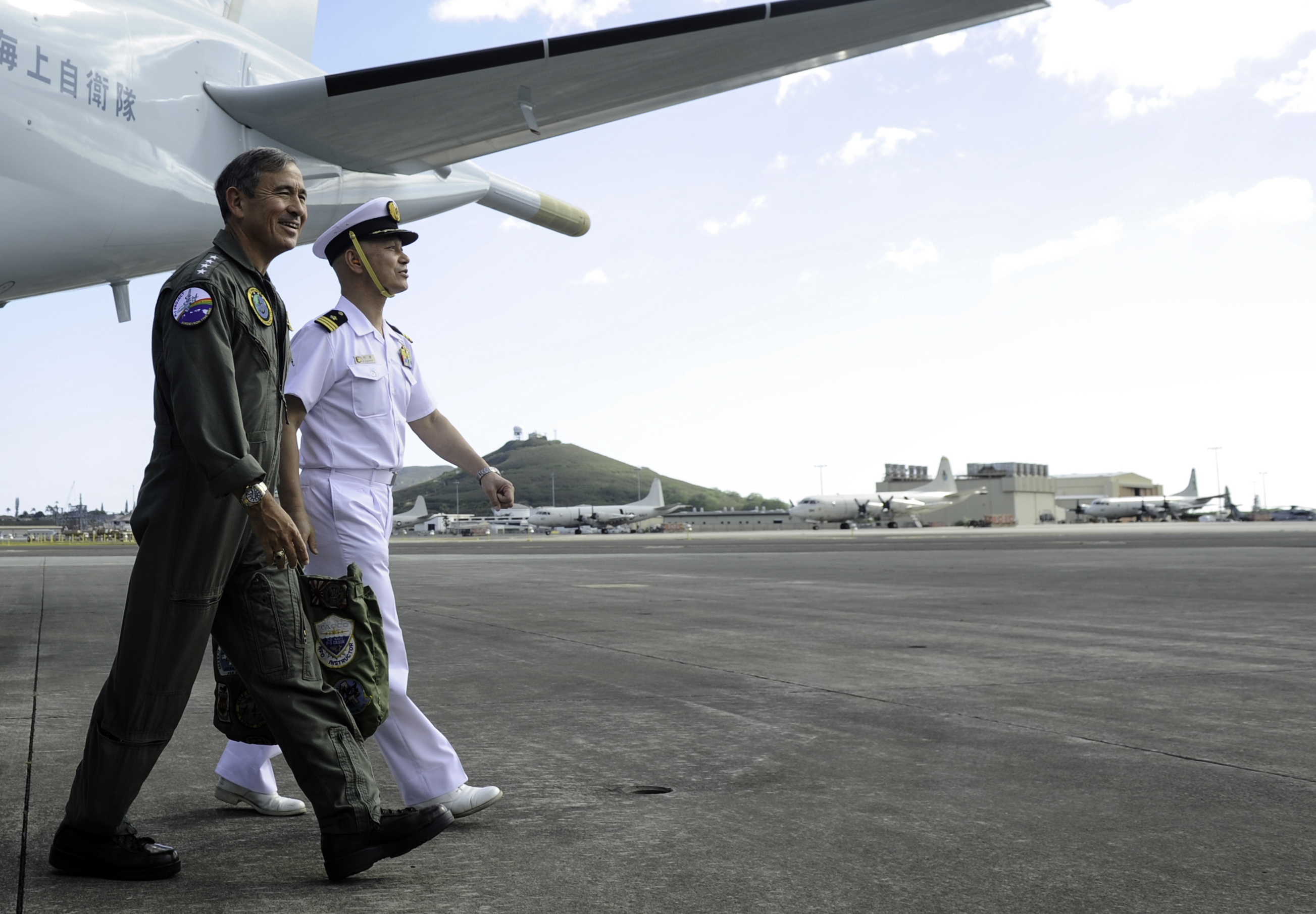 Adm. Harry B. Harris Jr., commander of U.S. Pacific Fleet, walks with Japan Maritime Self-Defense Force Cmdr. Kazutaka Sugimoto on Feb. 6, 2015. US Navy Photo