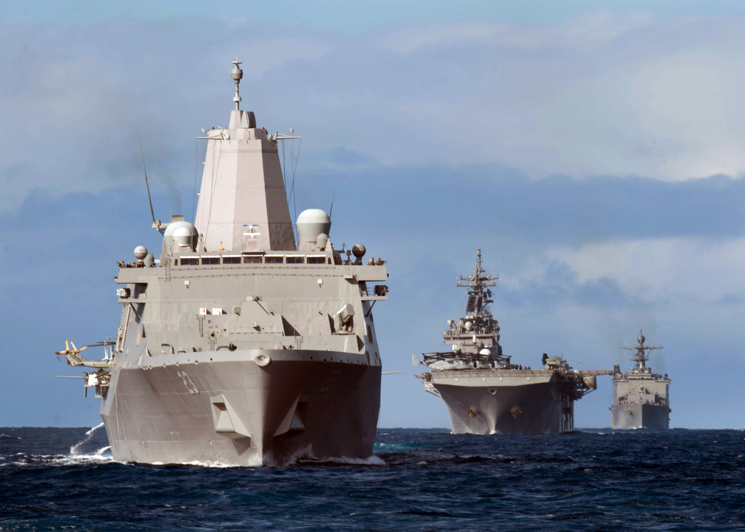 Essex Amphibious Ready Group (ARG) participates in a simulated straits transit on Feb. 28, 2015. US Navy Photo