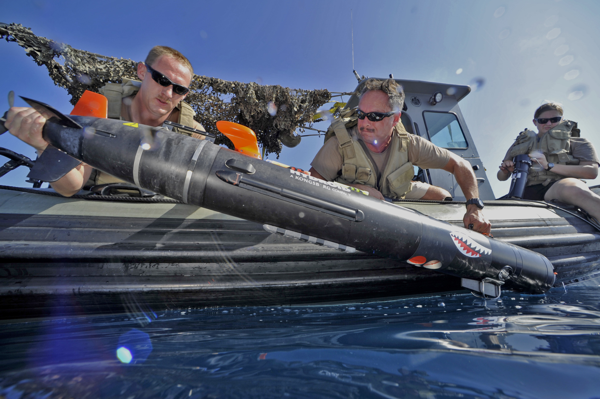 Aerographer's Mate 2nd Class Robert Carlson, left, and Aerographer's Mate 1st Class Melvin Lankford, assigned to Commander, Task Group 56.1, deploy a MK 18 MOD 2 Swordfish to survey the ocean floor during the International Mine Countermeasure Exercise (IMCMEX) in the Gulf of Oman on November 4, 2014. US Navy photo.