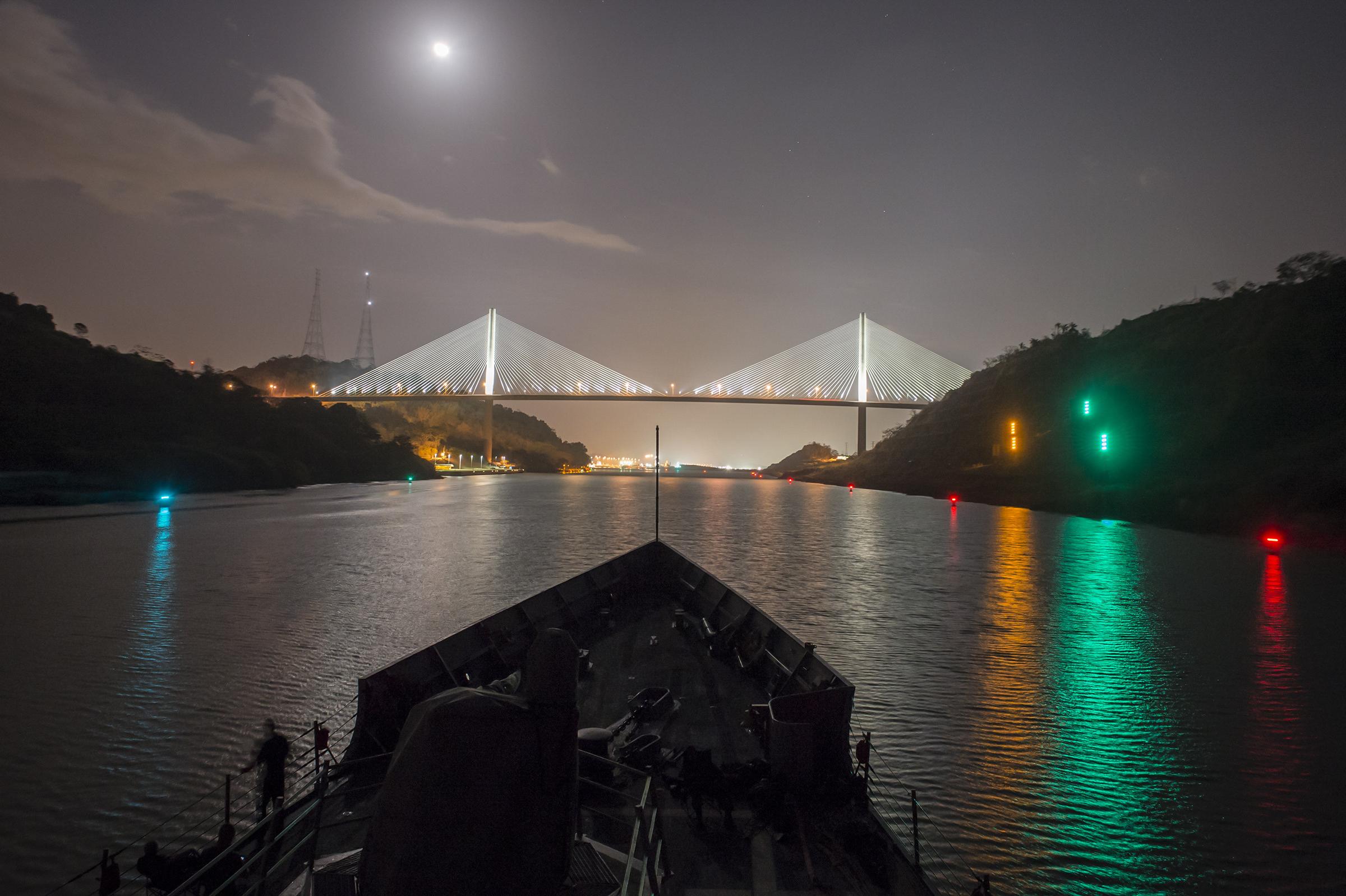 USS Kauffman (FFG-59) transits the Panama Canal on April 10, 2015. US Navy Photo