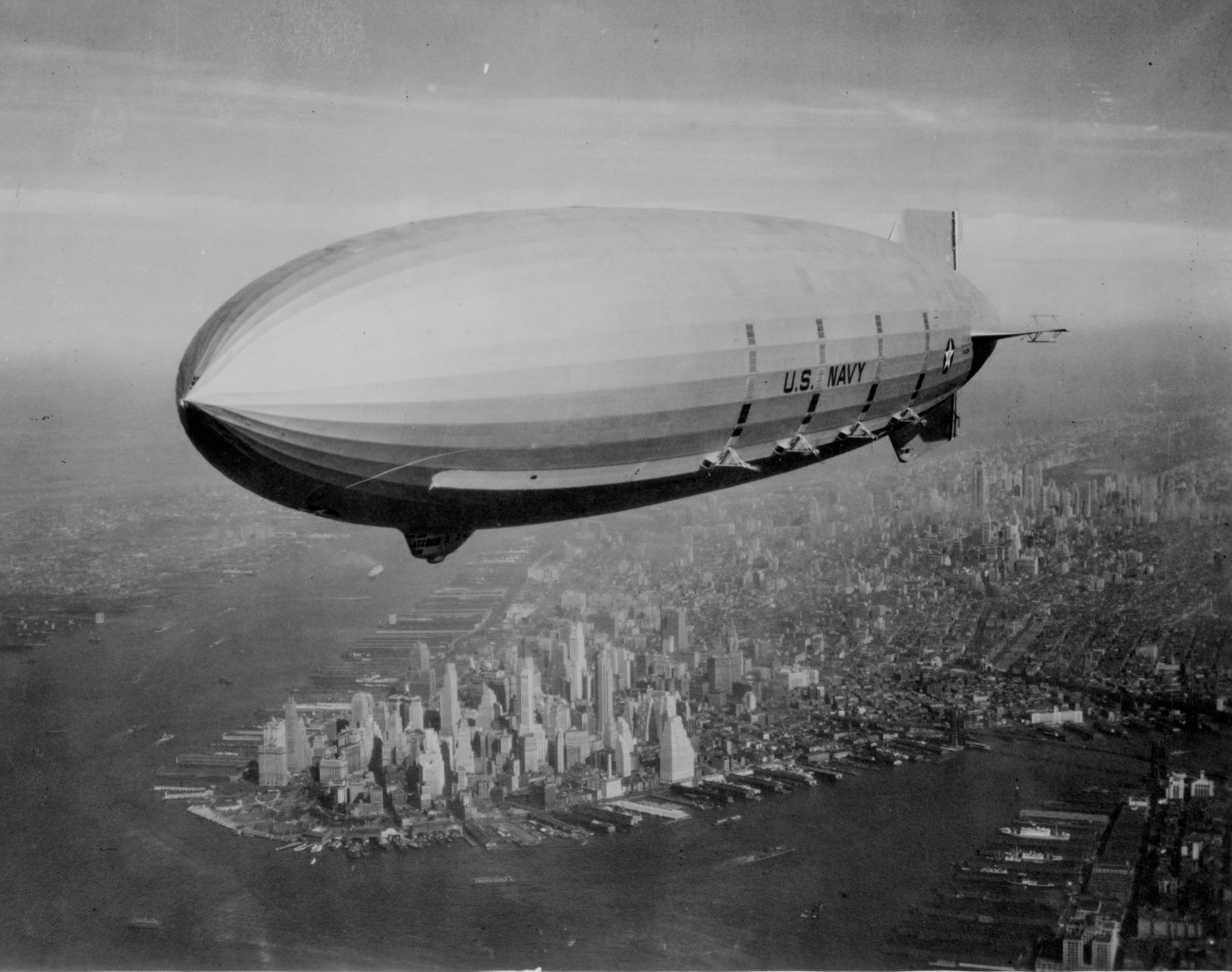 USS Macon (ZRS-5) over New York City in 1933 or 1934.