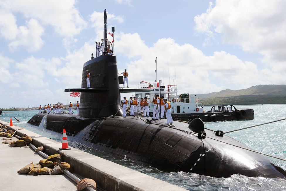 Soryu-class submarine, Hakuryu during a visit to Guam in 2013. Note the bow draft markings show the submarine's draft is about 8.3 meters. US Navy Photo