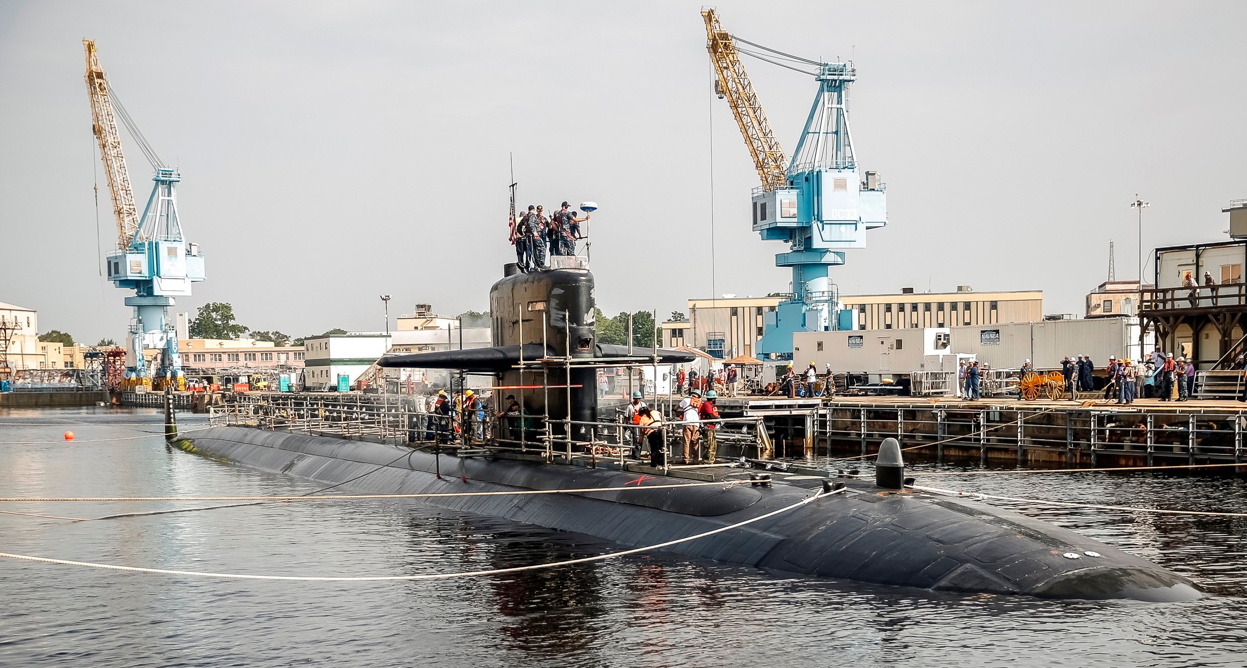 Los Angeles-class attack submarine USS Helena (SSN-725) arrives at Norfolk Naval Shipyard for a high-priority docking continuous maintenance availability on Aug. 20, 2015. US Navy Photo