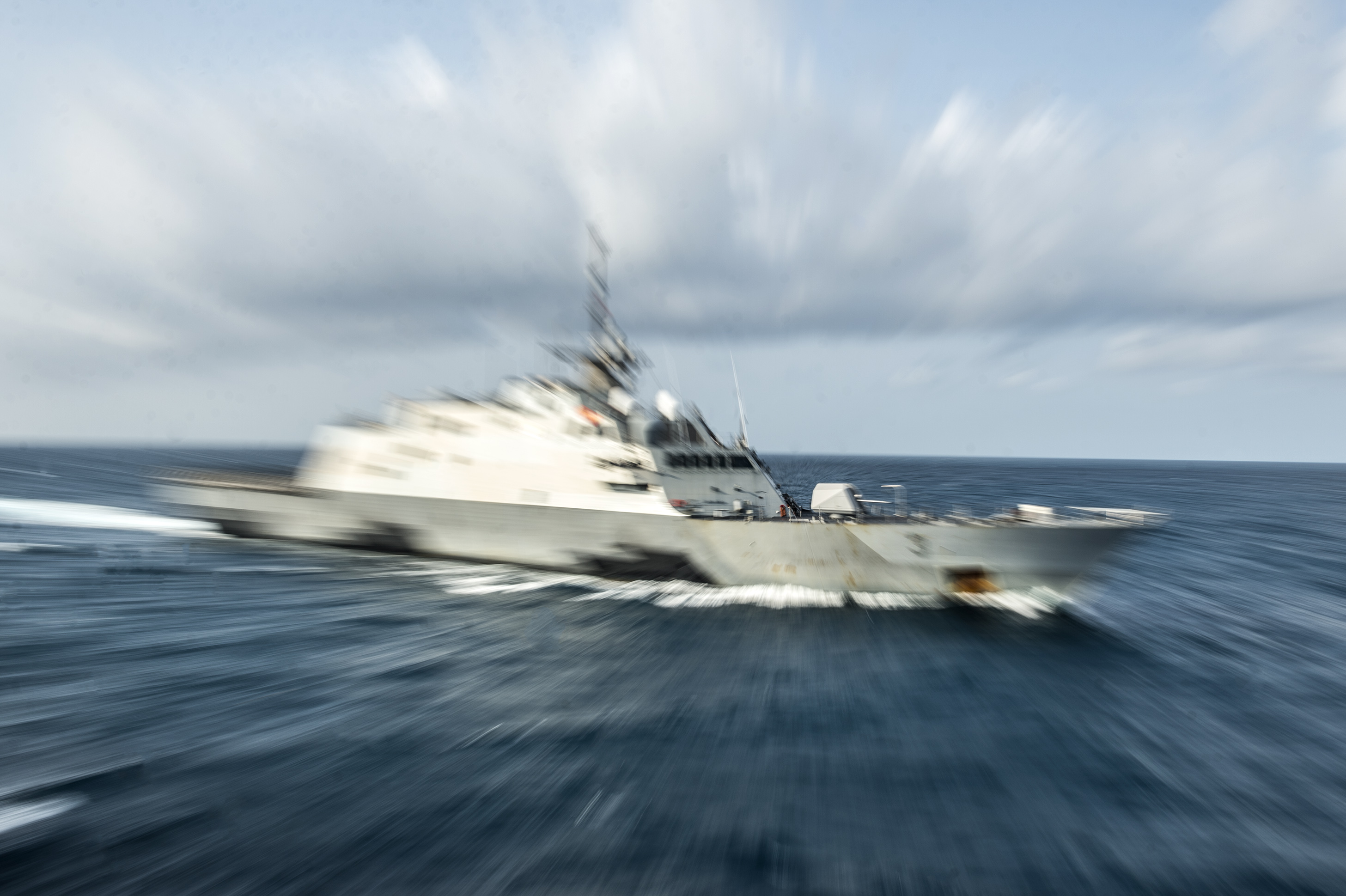 USS Fort Worth (LCS-3) participates in ship maneuvering exercises in the Java Sea on Aug. 9, 2015