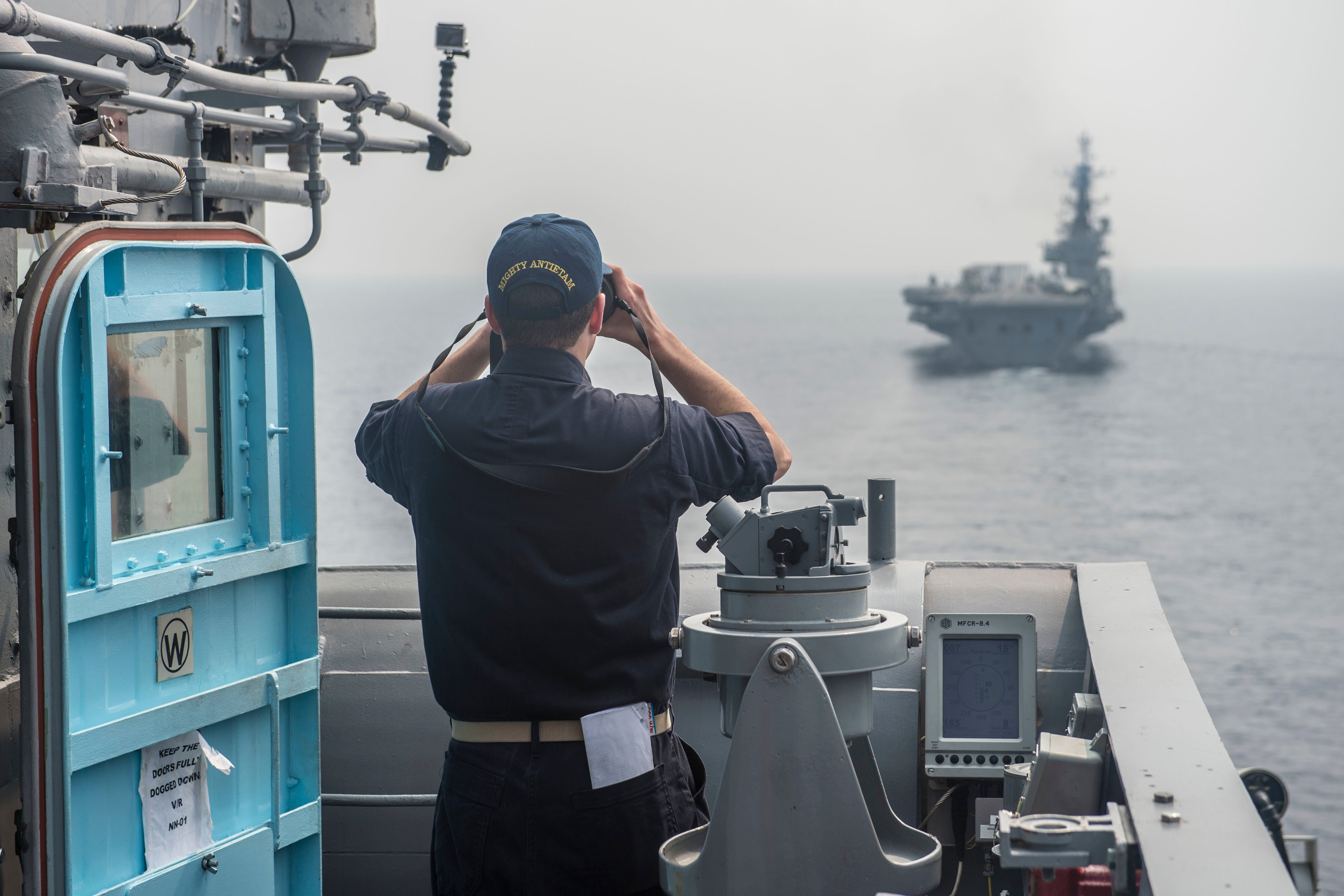 U.S. sailor finds the range and speed of the Indian Navy Centaur-class aircraft carrier INS Viraat (R22) from USS Antietam (CG-54) in early 2016. US Navy Photo