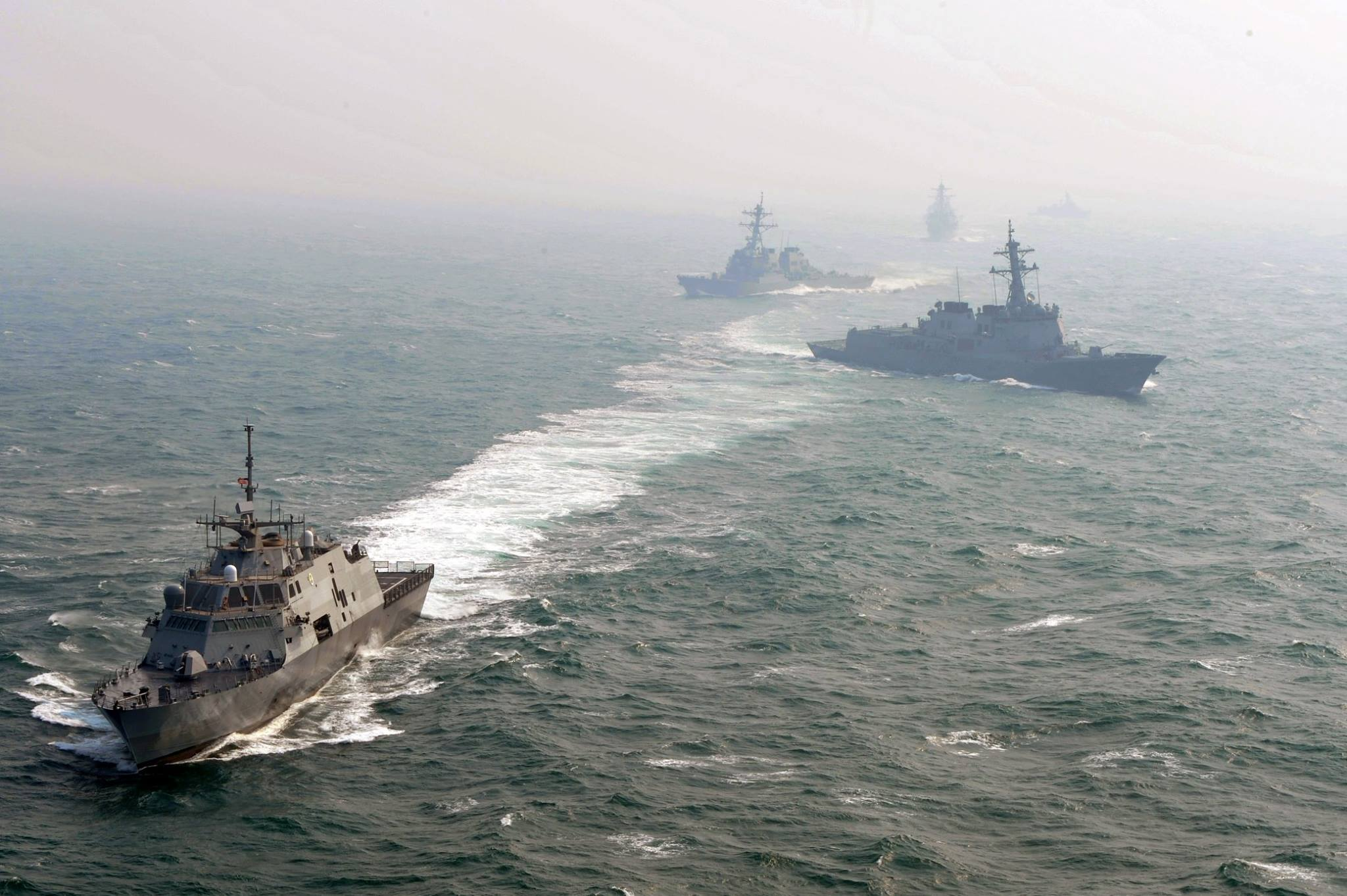 The littoral combat ship USS Fort Worth (LCS 3), front, the Arleigh Burke-class guided-missile destroyers USS Michael Murphy (DDG 112) and USS John S. McCain (DDG 56), the Republic of Korea navy destroyer ROKS Eulji Mundeok (DDH 972), and the Ulsan-class frigate ROKS Jeju (FF 958) participate in a joint photo exercise during Foal Eagle 2015. Both the DDGs and LCSs are under construction now but will need replacement programs beginning in the mid-2030s. US Navy photo.