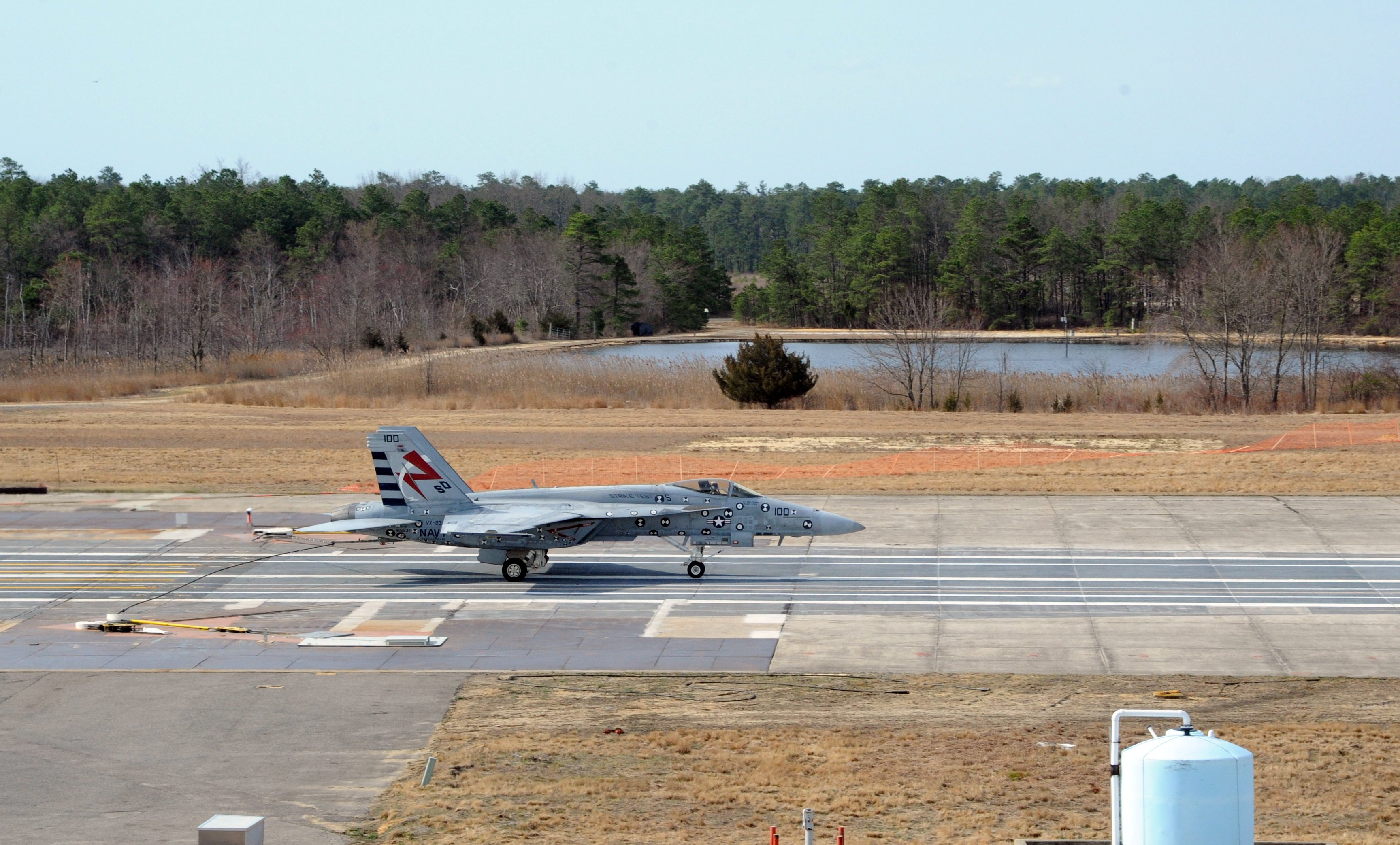 F/A-18E Super Hornet lands with the Advanced Arresting Gear at Joint Base McGuire-Dix-Lakehurst, in Lakehurst, New Jersey, on March 31, 2016. US Navy Photo