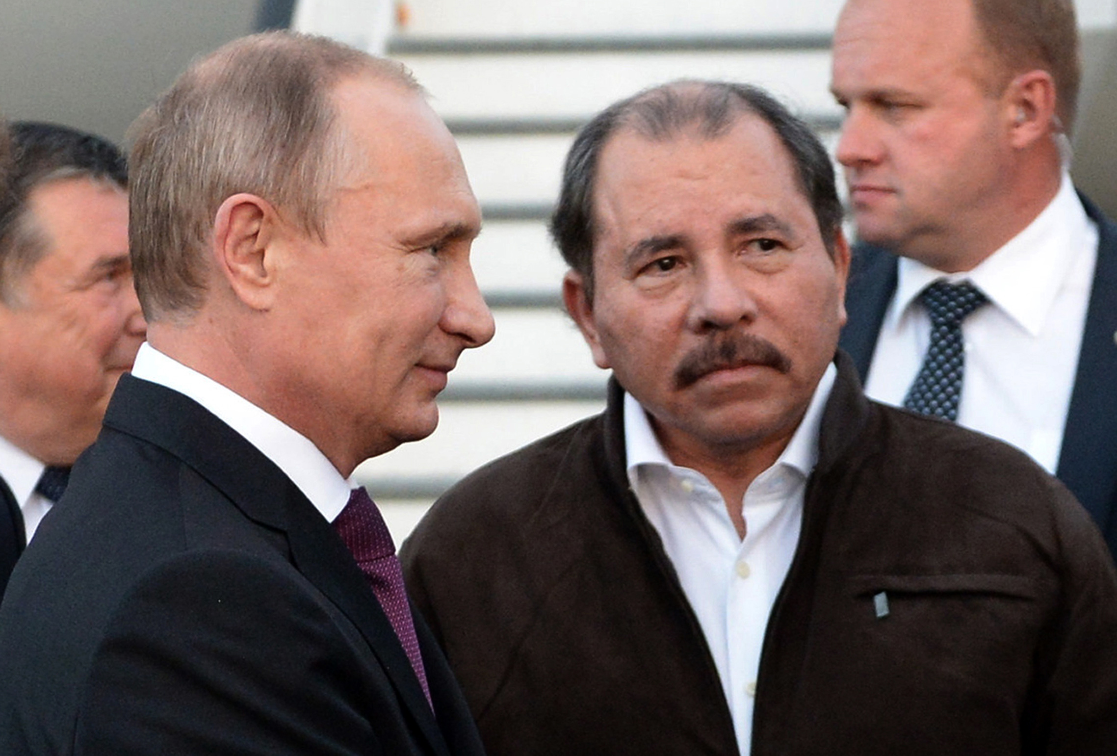 Nicaragua's President Daniel Ortega, right, and Russian President Vladimir Putin, left, attend a welcome ceremony at an airport in Managua, Nicaragua on July 12, 2014. RIA-Novosti Photo