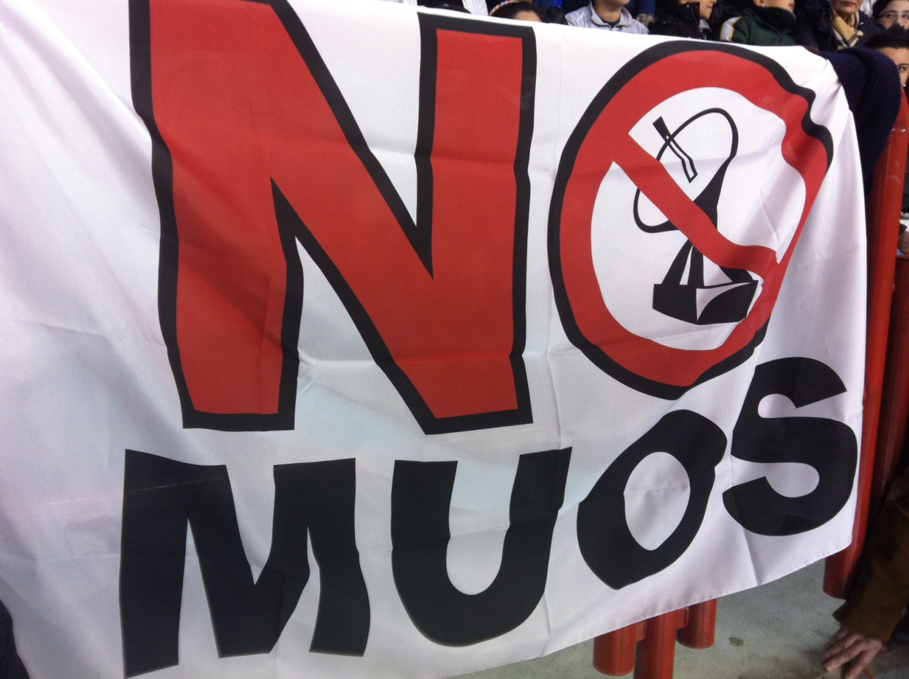 A protest banner of the 'No MUOS' collation.