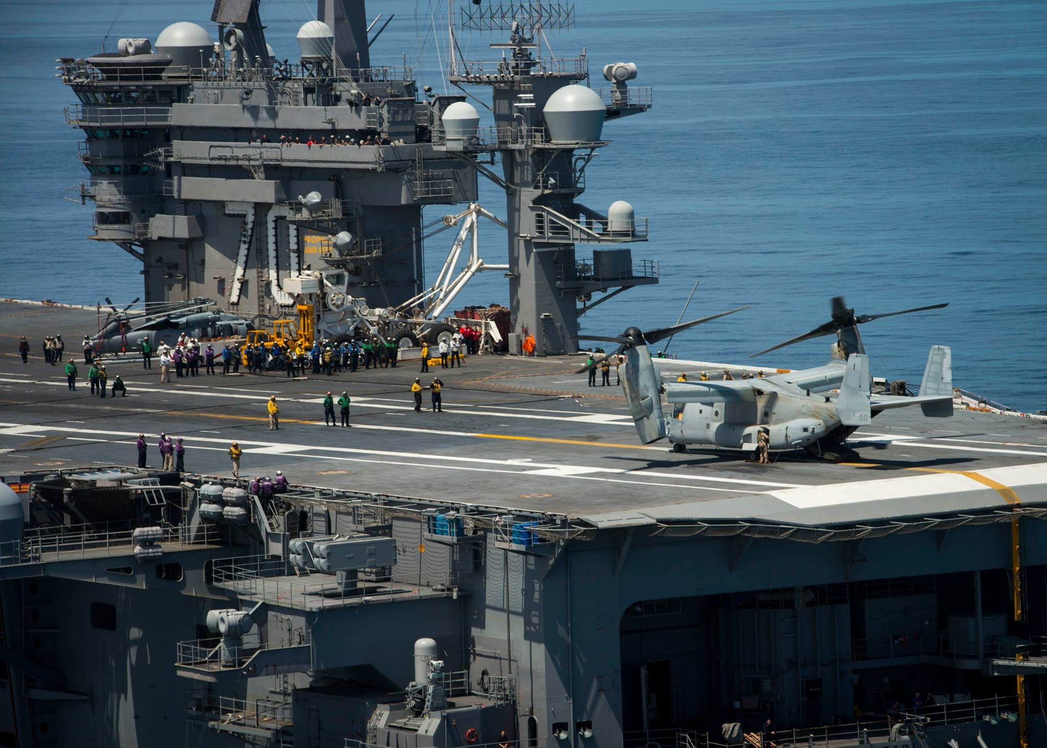 An MV-22B Osprey from Marine Operational Test and Evaluation Squadron 1 prepares to lift off from the flight deck of the aircraft carrier USS Carl Vinson (CVN 70) on June 12, 2016.