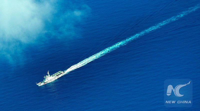 An aerial photo taken on Sept. 25, 2015 from a seaplane of Hainan Maritime Safety Administration shows cruise vessel Haixun 1103 heading to the Yacheng 13-1 drilling rig during a patrol in South China Sea. Xinhua Photo
