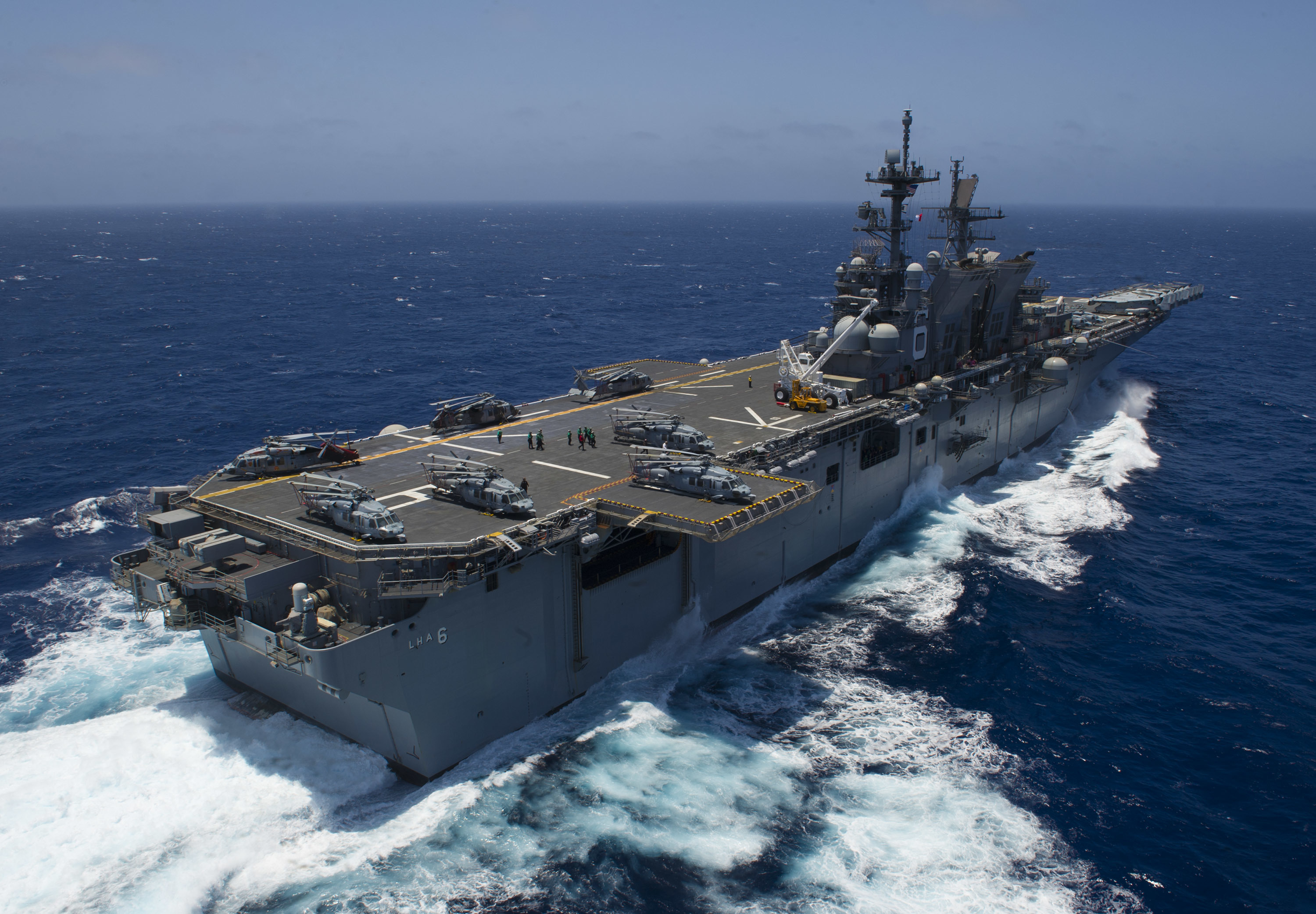 The amphibious assault ship USS America (LHA 6) conducts flight operations while underway to Rim of the Pacific (RIMPAC) 2016. US Navy photo.