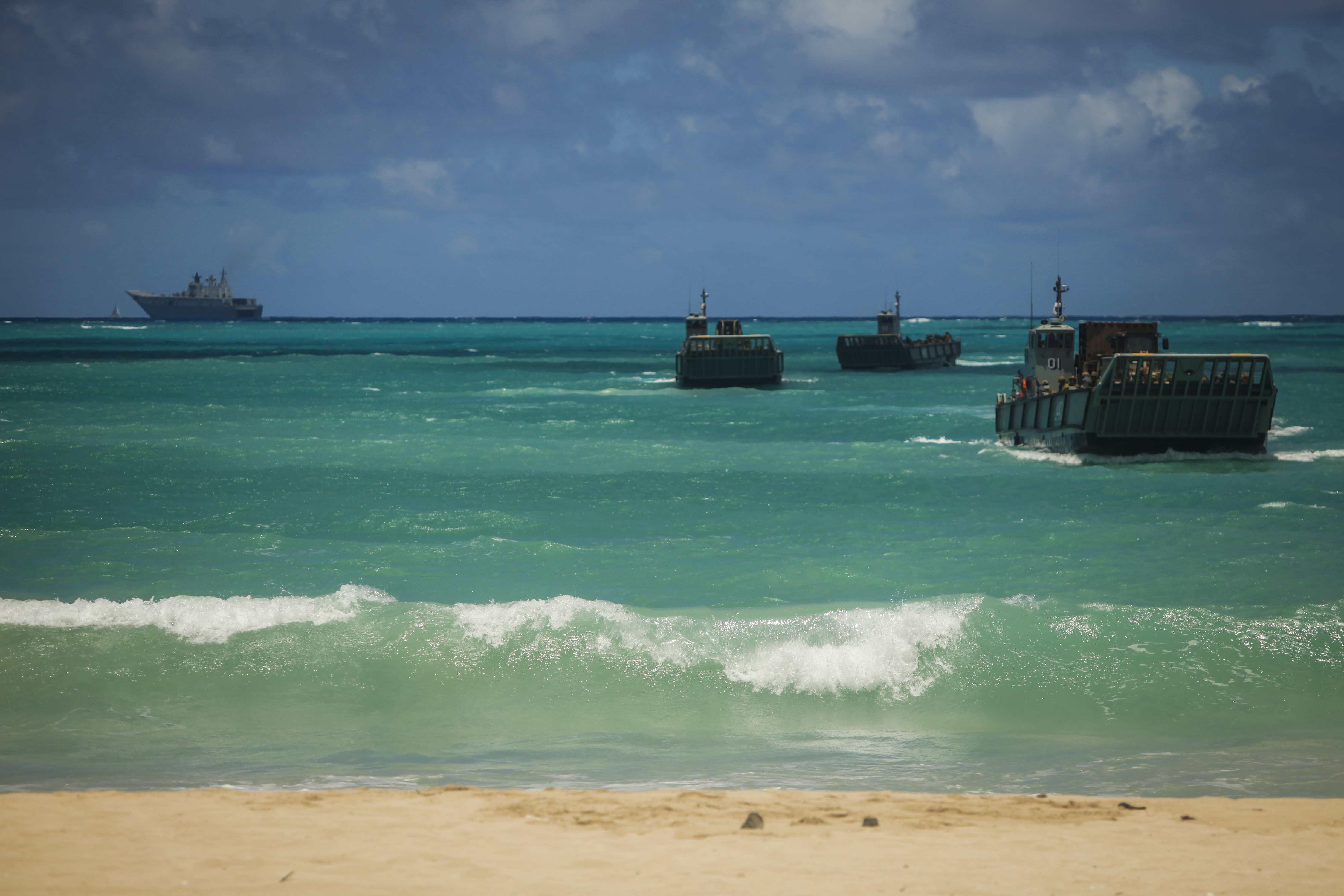 A Royal Australian Navy LHD Landing Craft transports Australian, New Zealand, Tongan and U.S. armed forces to Marine Corps Training Area Bellows during Rim of the Pacific 2016 in Hawaii on July 30. US Marine Corps photo.