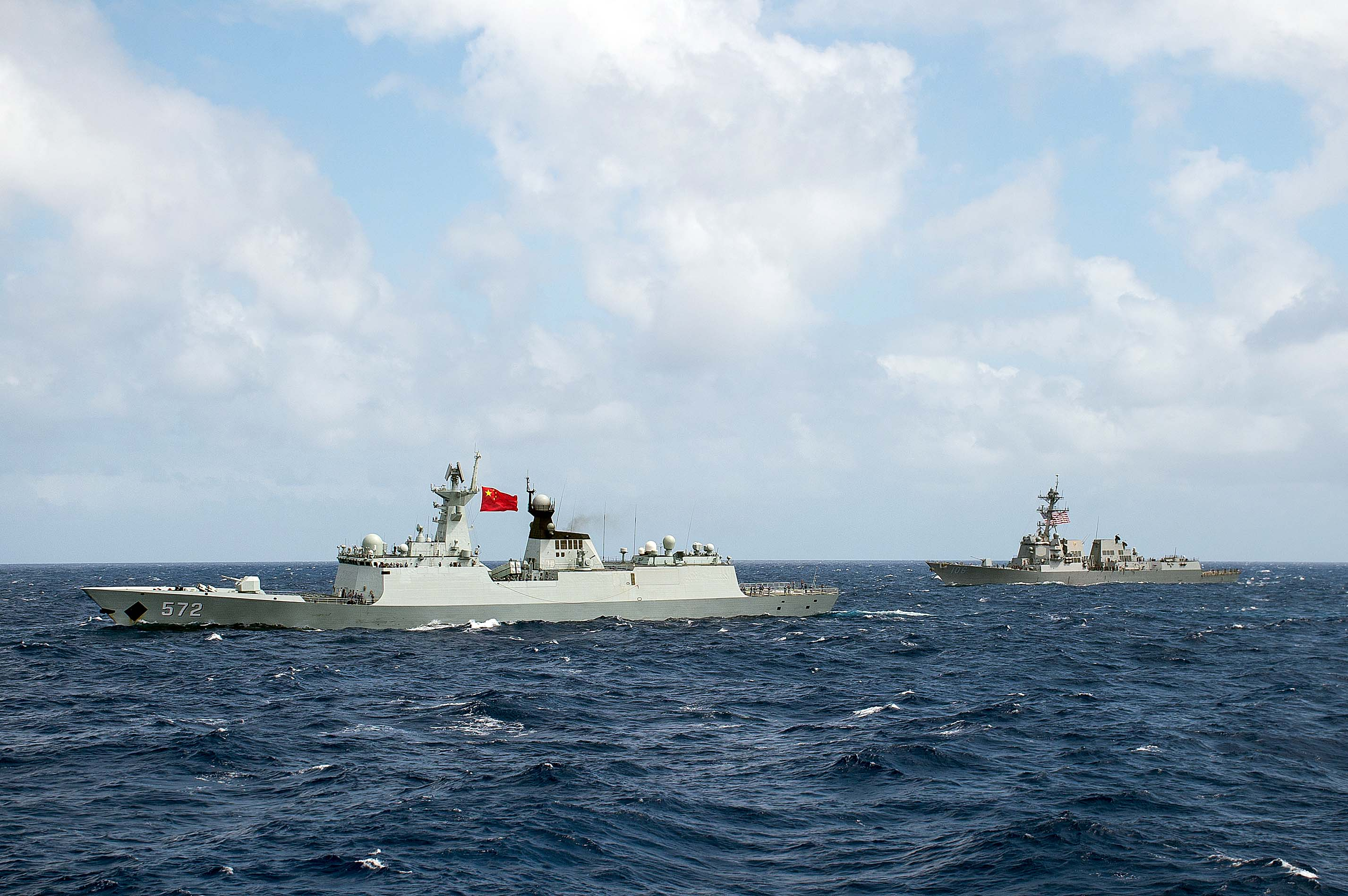 The People's Republic of China Chinese Navy multi-role frigate Hengshui (572) and the guided-missile destroyer USS Stockdale (DDG 106) transit in formation during Rim of the Pacific 2016 on July 28, 2016. US Navy photo.