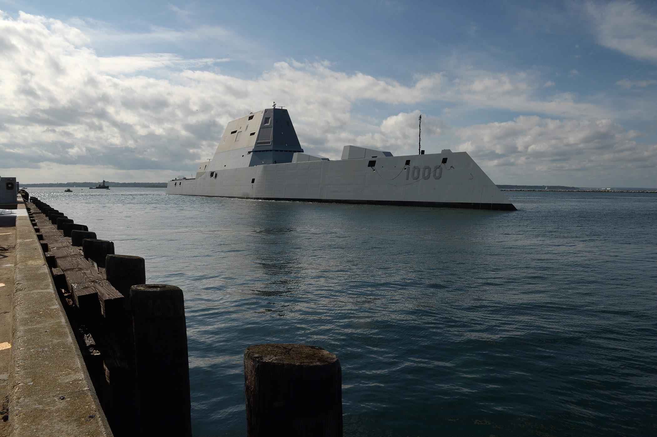 Guided-missile destroyer Zumwalt (DDG-1000) arrives at Naval Station Newport on Sept. 8, 2016. US Navy Photo
