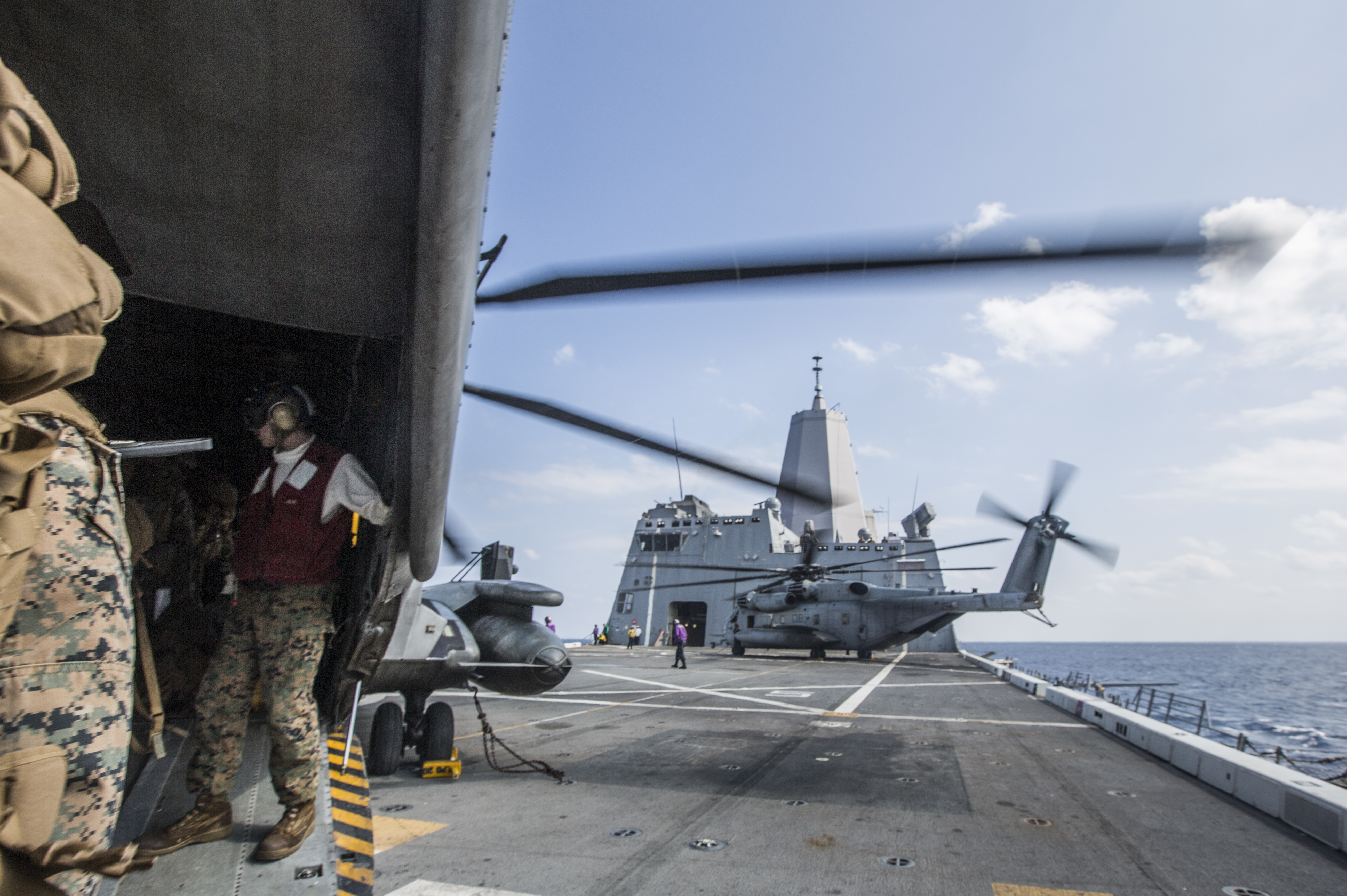 U.S. Marines load onto a CH-53E Super Stallion helicopter from Marine Heavy Helicopter Squadron 361, forward deployed to Marine Aircraft Group 36, 1st Marine Aircraft Wing, from the flight deck of the amphibious transport dock ship USS Green Bay (LPD 20), during Blue Chromite 2017 in Okinawa, Japan, November 3, 2016. US Marine Corps photo.