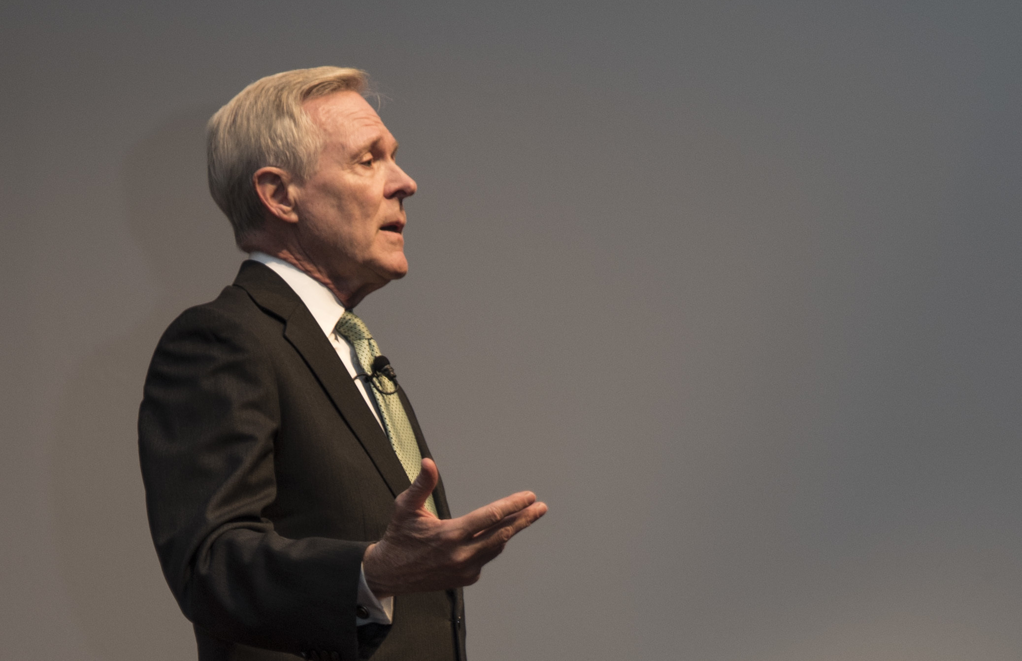 Secretary of the Navy Ray Mabus speaks Dec. 6, 2016 at an all-hands call at Walter Reed Bethesda (WRB). US Navy Photo