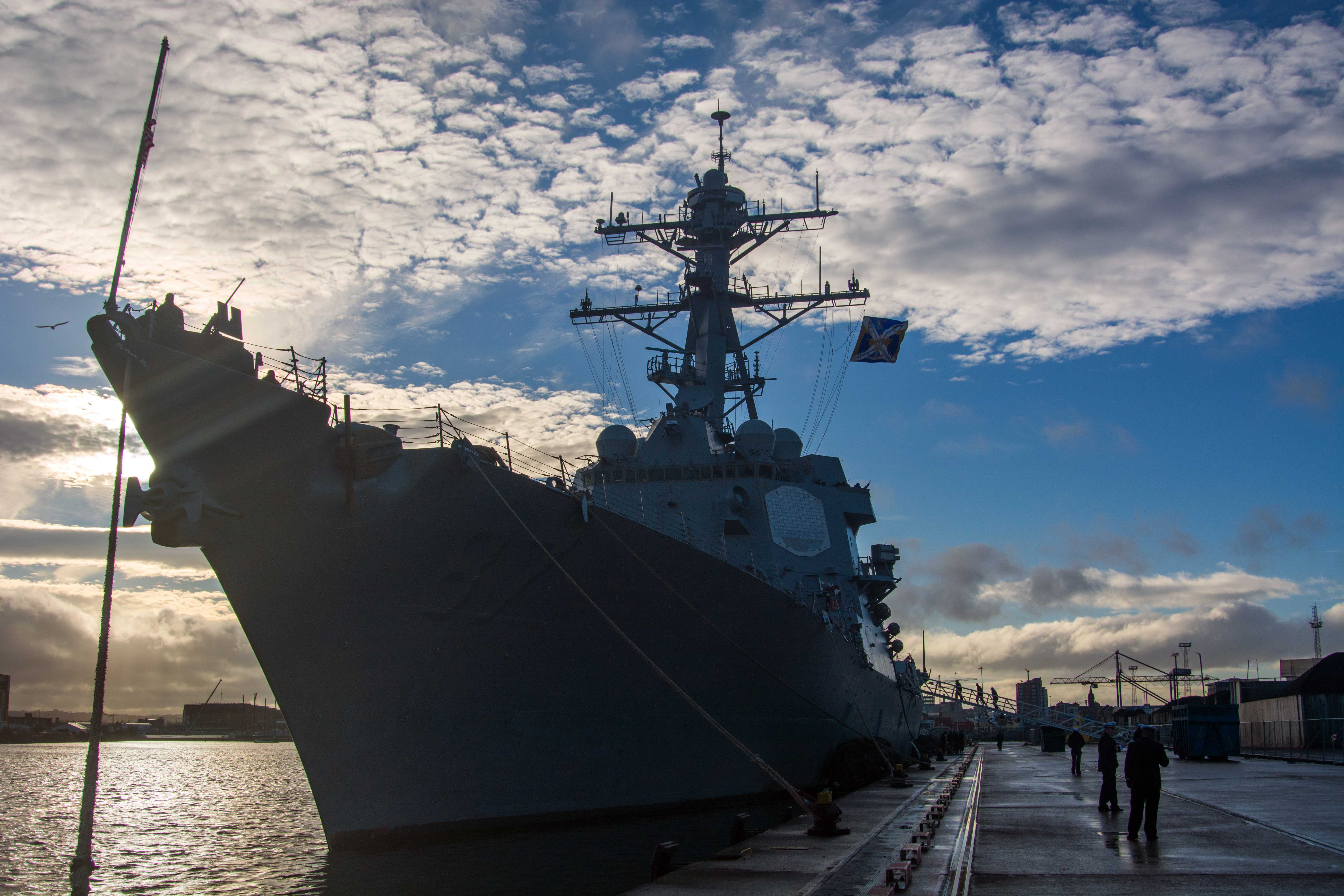 The guided-missile destroyer USS Mason (DDG 87) moored to Belfast Harbor for a scheduled port visit on Dec. 15, 2016. US Navy photo.