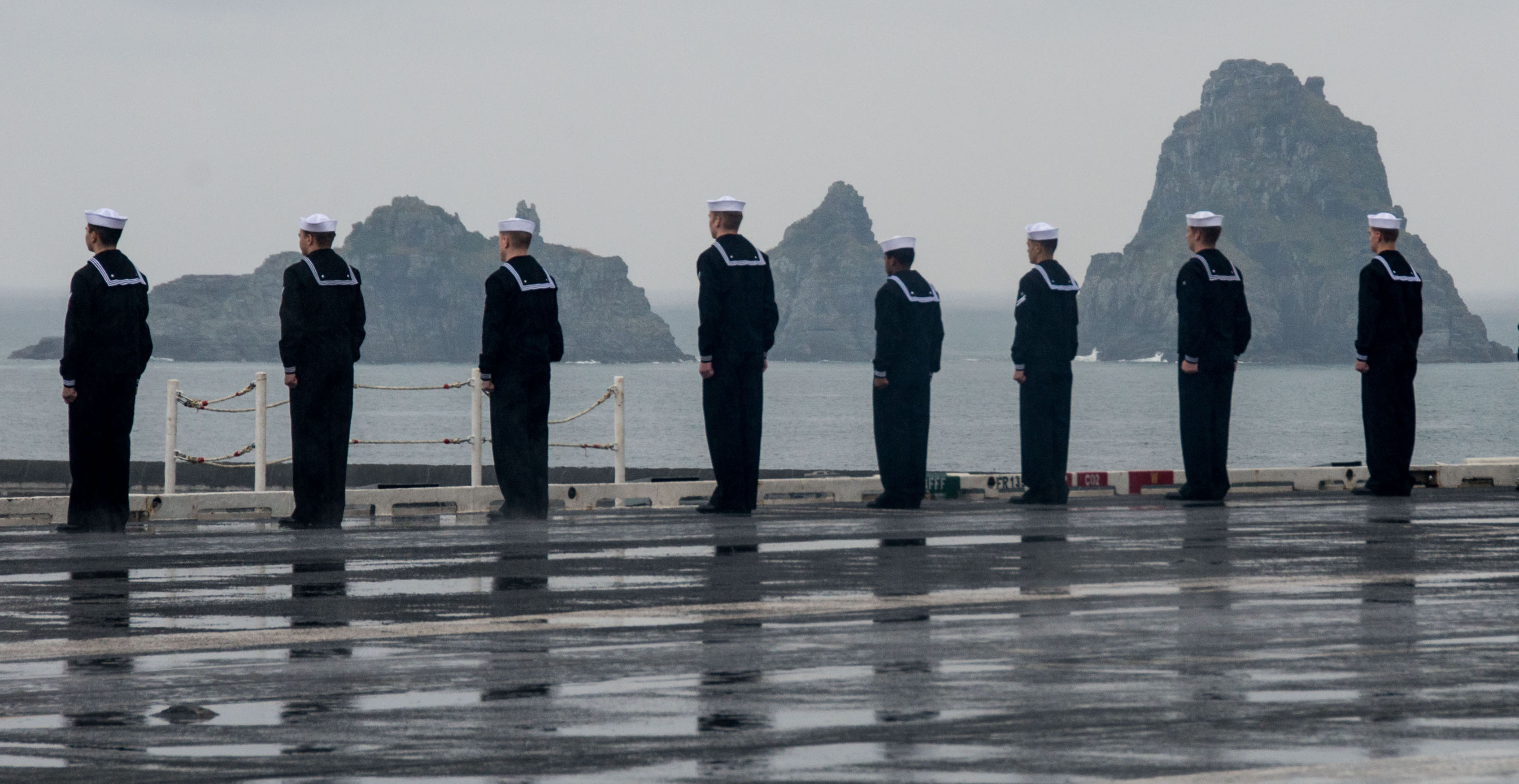 Sailors man the rails on the flight deck of USS Ronald Reagan (CVN-76), as the ship pulls into Busan, Korea on Oct, 16 2016. US Navy Photo
