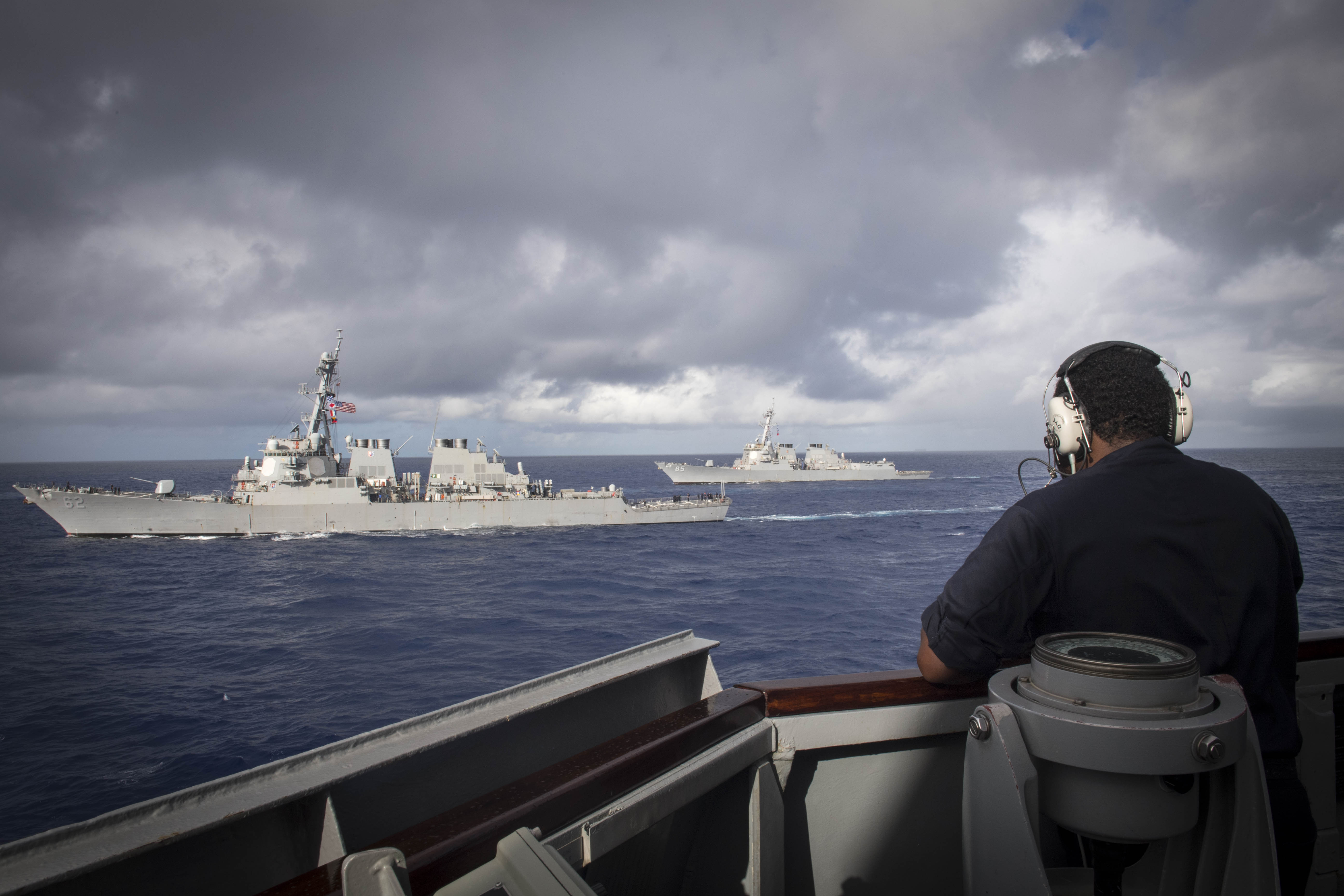 92e5adcf587ef A Sailor assigned to the Arleigh Burke-class guided-missile destroyer USS  Stethem (DDG 63)