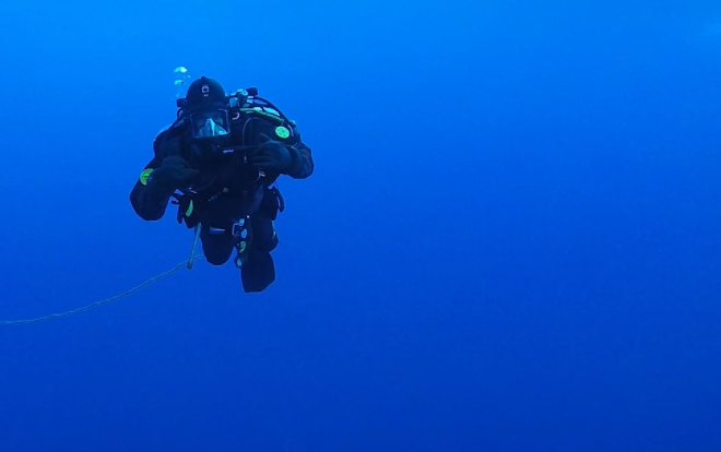 Video: U.S. Navy, Coast Guard Divers Swim Beneath Arctic Ice