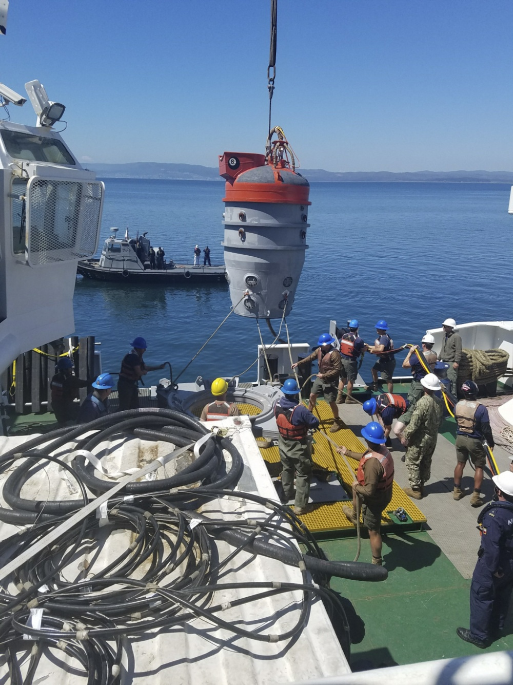 TALCAUHANO, Chile (Oct. 12, 2017) Sailors assigned to Undersea Rescue Command practice deploying the submarine rescue chamber during CHILEMAR VII. CHILEMAR is a bilateral exercise designed to demonstrate interoperability between the U.S. submarine rescue system and Chilean submarines. (U.S. Navy photo)