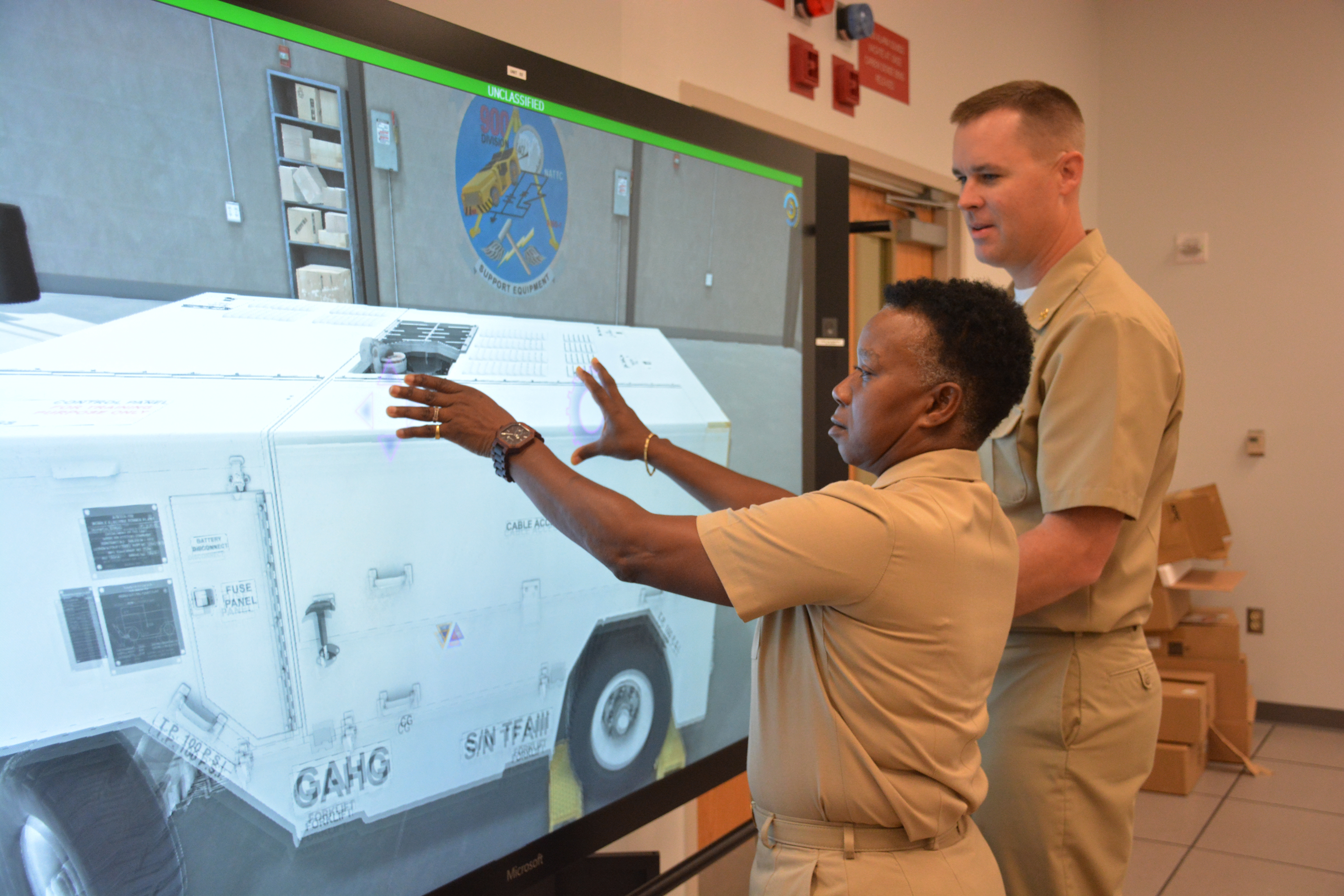 Vcno Moran Navy Looking For Augmented Reality Trainers That Are Electricity Basic Training Courses Chief Aviation Support Equipment Technician Andrew Czarnecki Assigned To Naval Air Technical Center Nattc Demonstrates The Multi Purpose