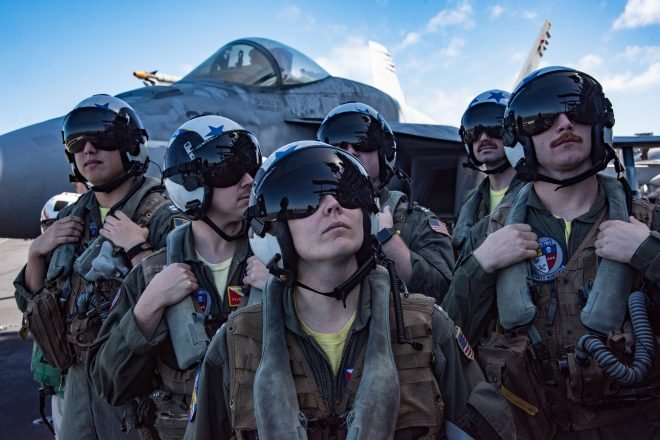 Growing Demand for Civilian Pilots Push Navy to Triple Bonuses for Some Senior Aviators