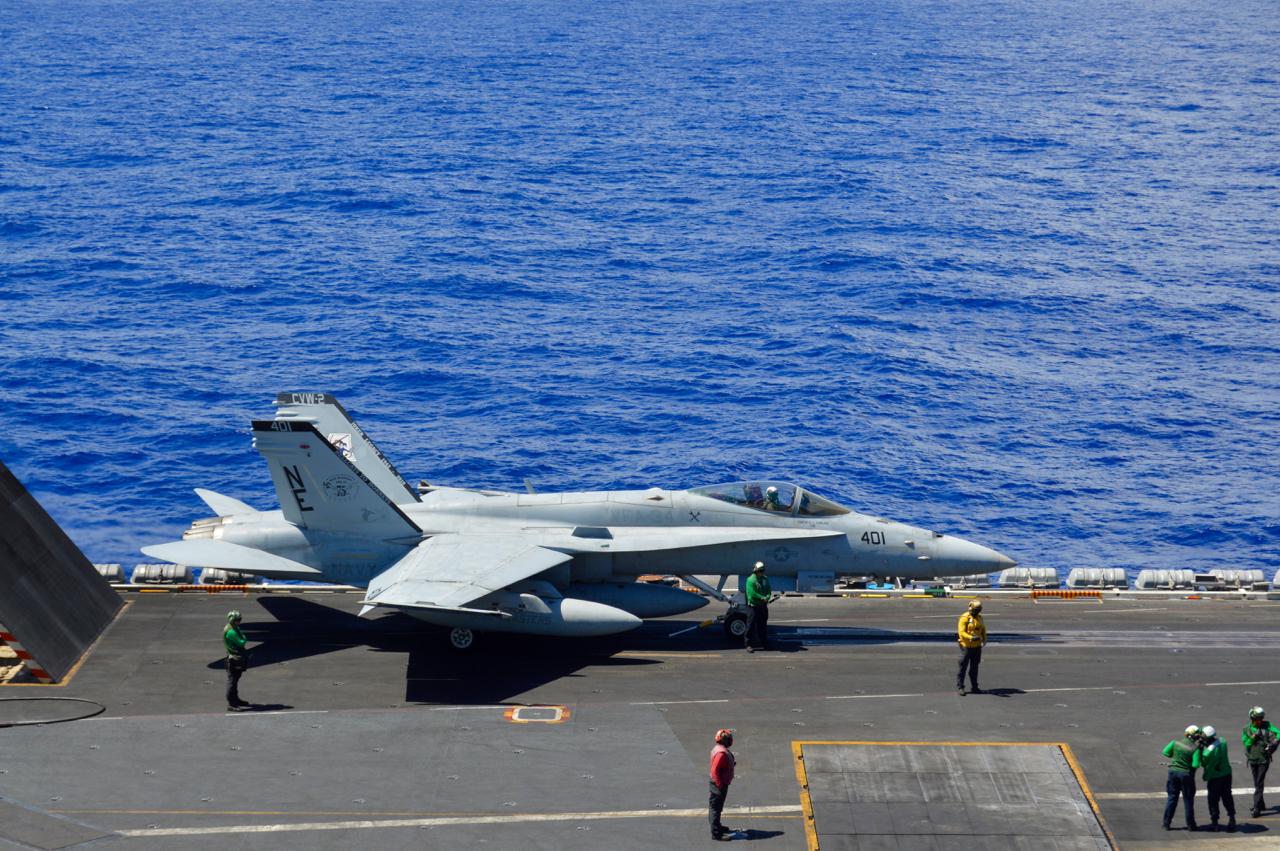 Navy S Last F 18 Hornet Squadron Sundowns Ahead Of Transition To Super Hornet Usni News