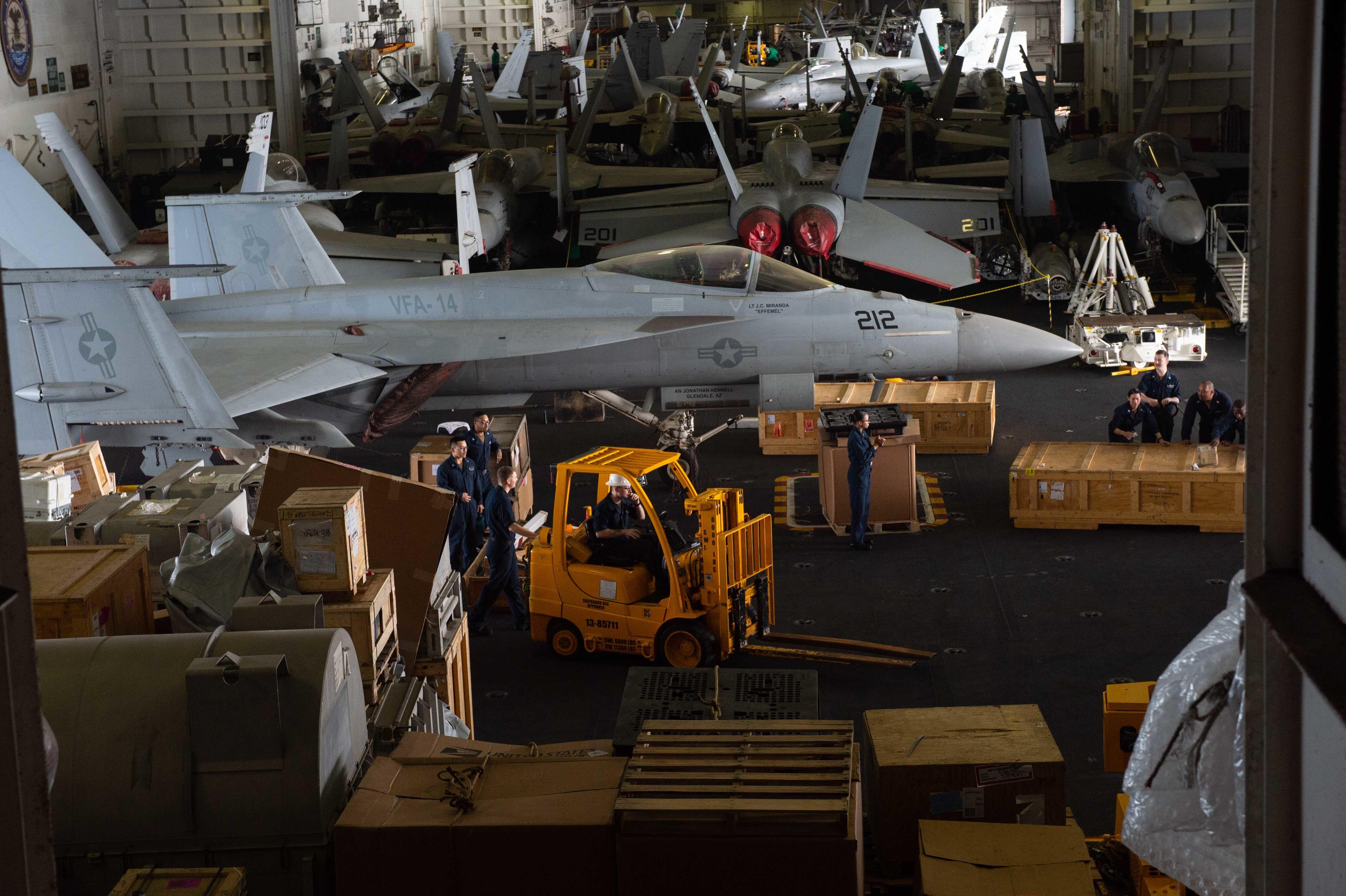 Оперативная сводка по дислокации ВМС США на 10 апреля. КОН повышается - в море 5 авианосцев...