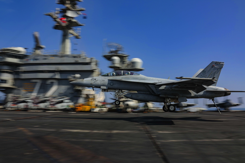 Американский флот на 13 ноября - почти половина авианосцев в море!