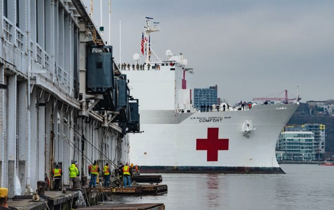 USNS Comfort Prepared for 500 COVID-19 Patients; Crewmember Diagnosed With Virus