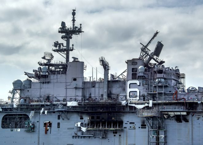 Navy to Remove Aft Mast on USS Bonhomme Richard This Week in 'Abundance of Caution'